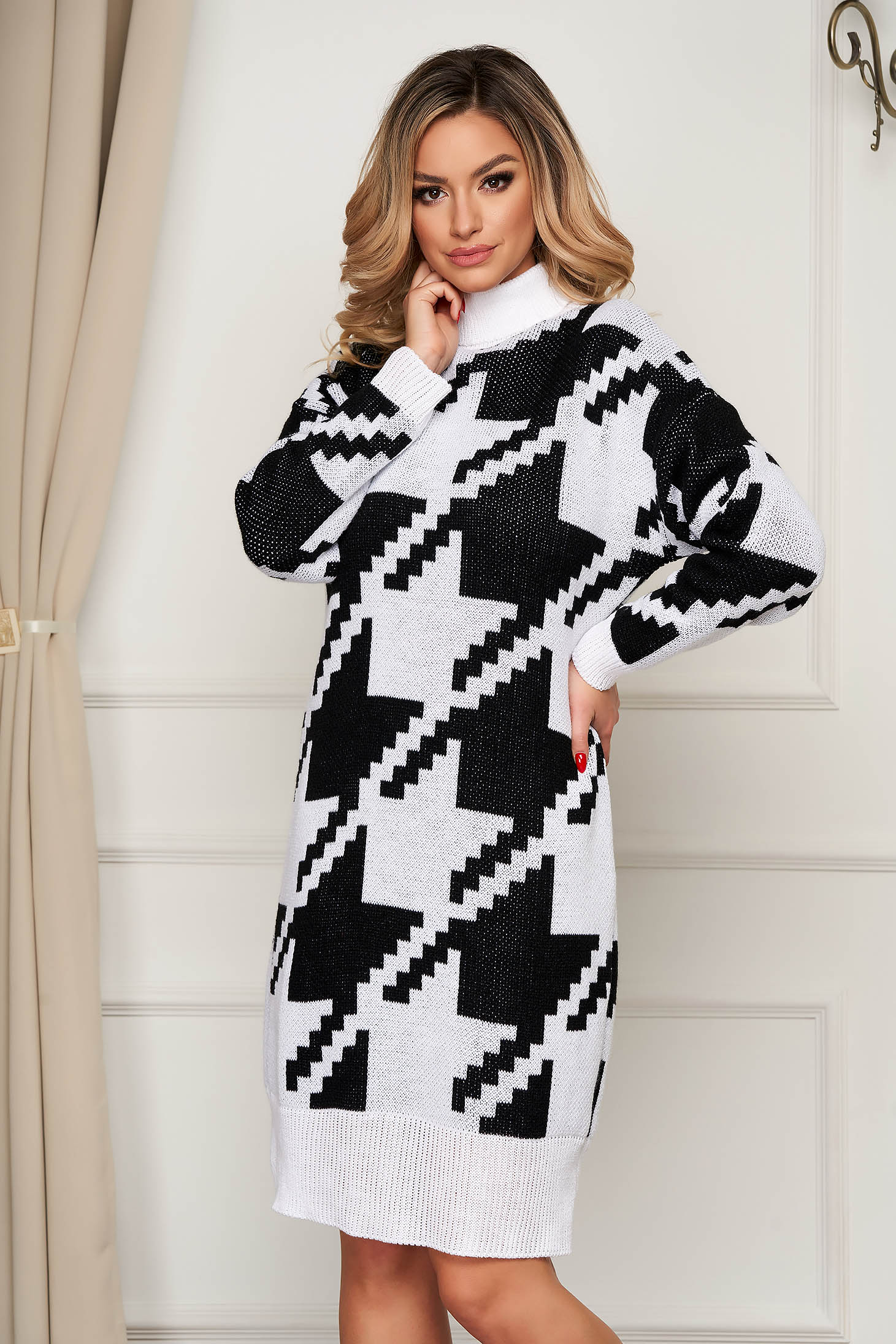 Dress knitted with turtle neck flared from thick fabric from elastic fabric