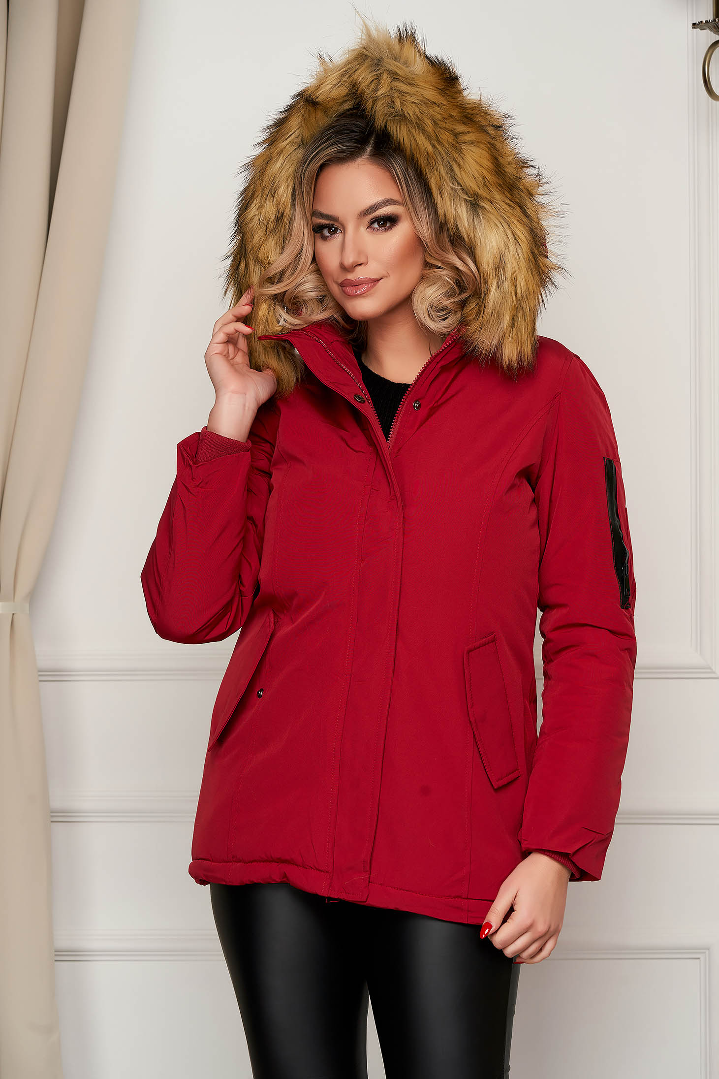 Red jacket short cut with faux fur accessory with undetachable hood