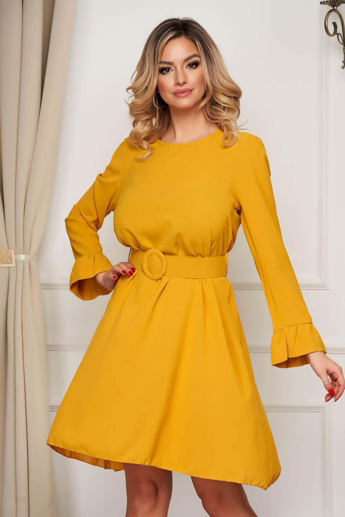 Mustársárga elegáns rövid harang ruha bővülő ujjakkal