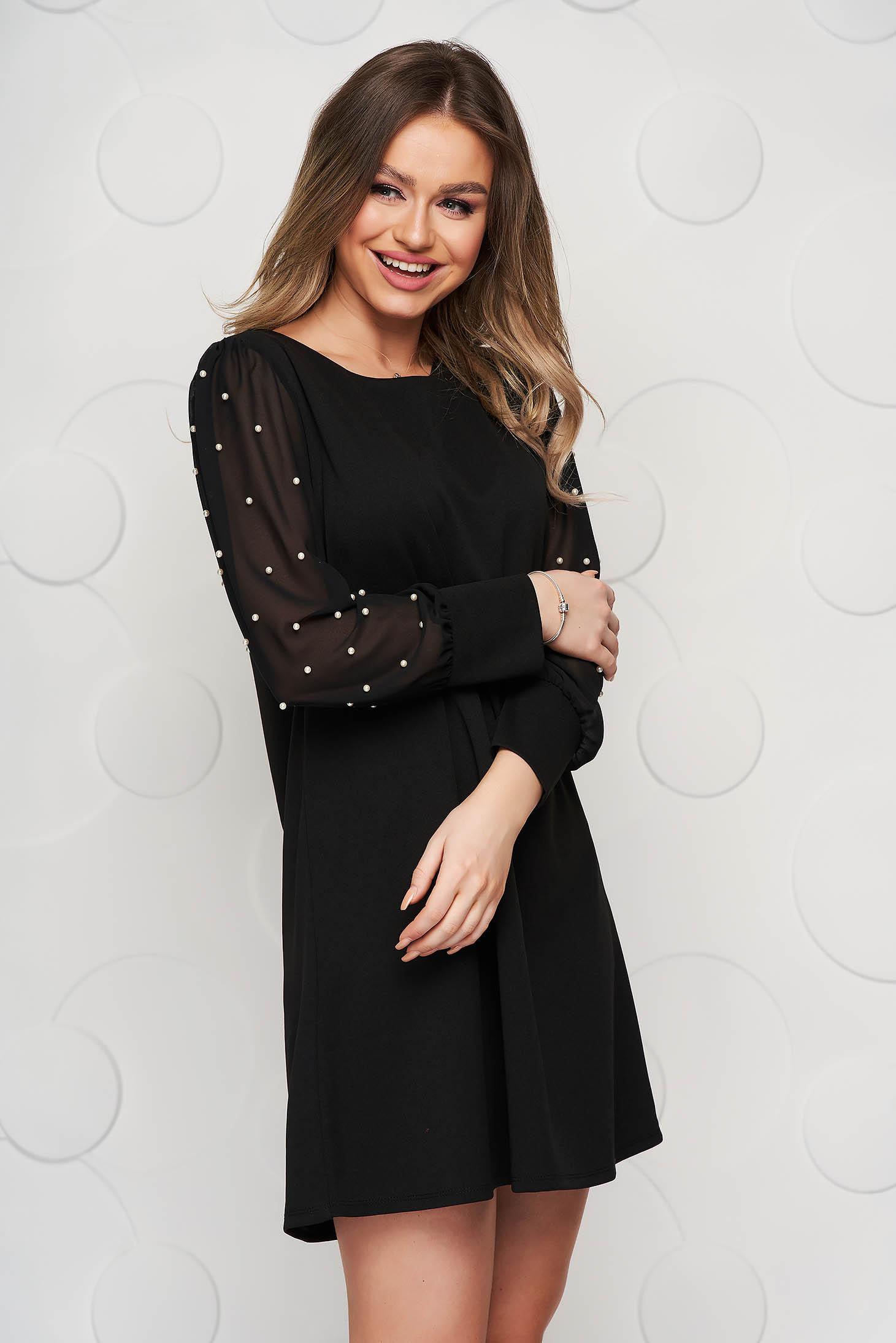 Fekete rövid alkalmi bő szabású ruha muszlin ujjakkal gyöngy díszítéssel