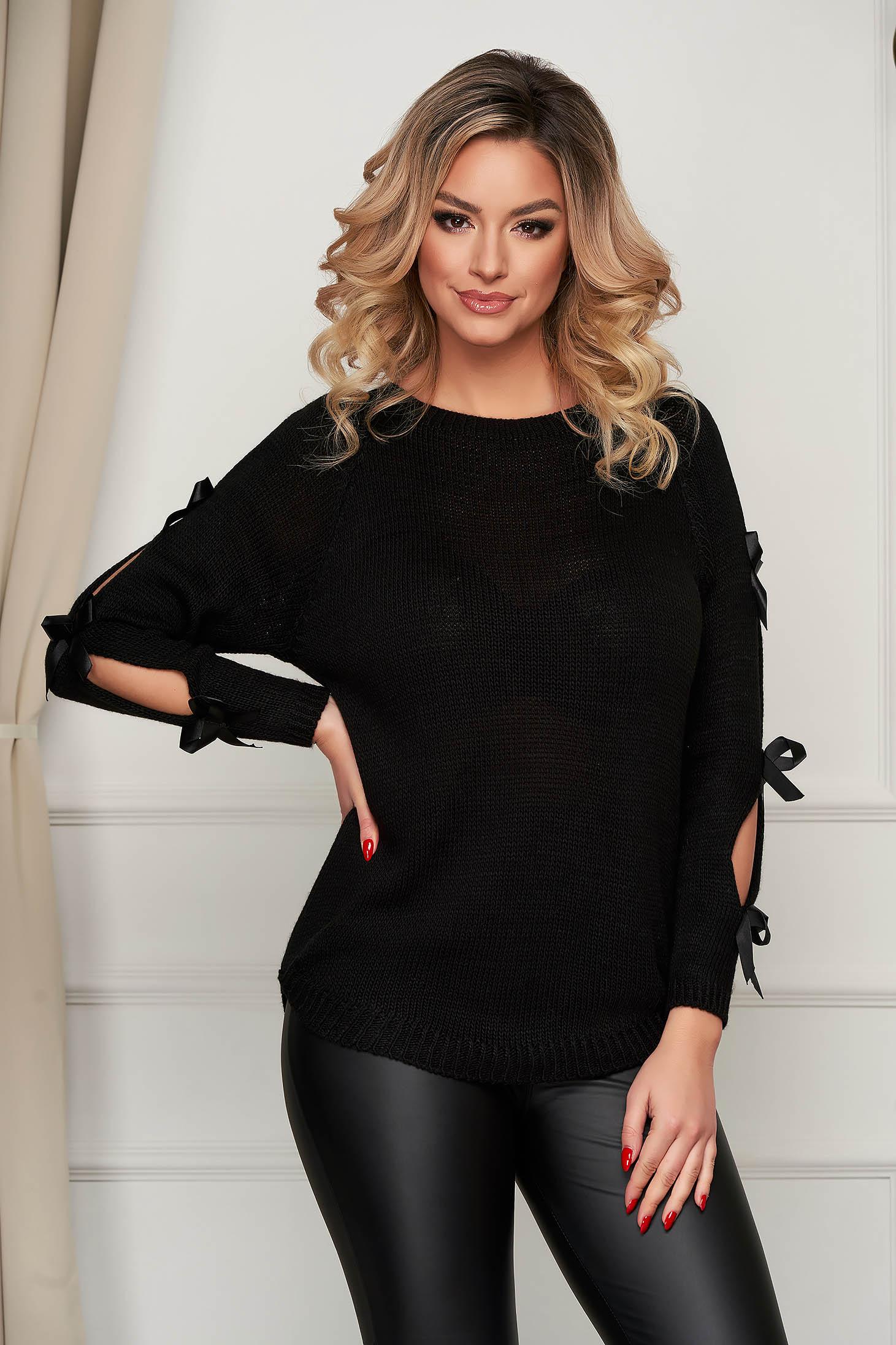 Fekete casual bő szabású kötött pulóver masnikkal van ellátva