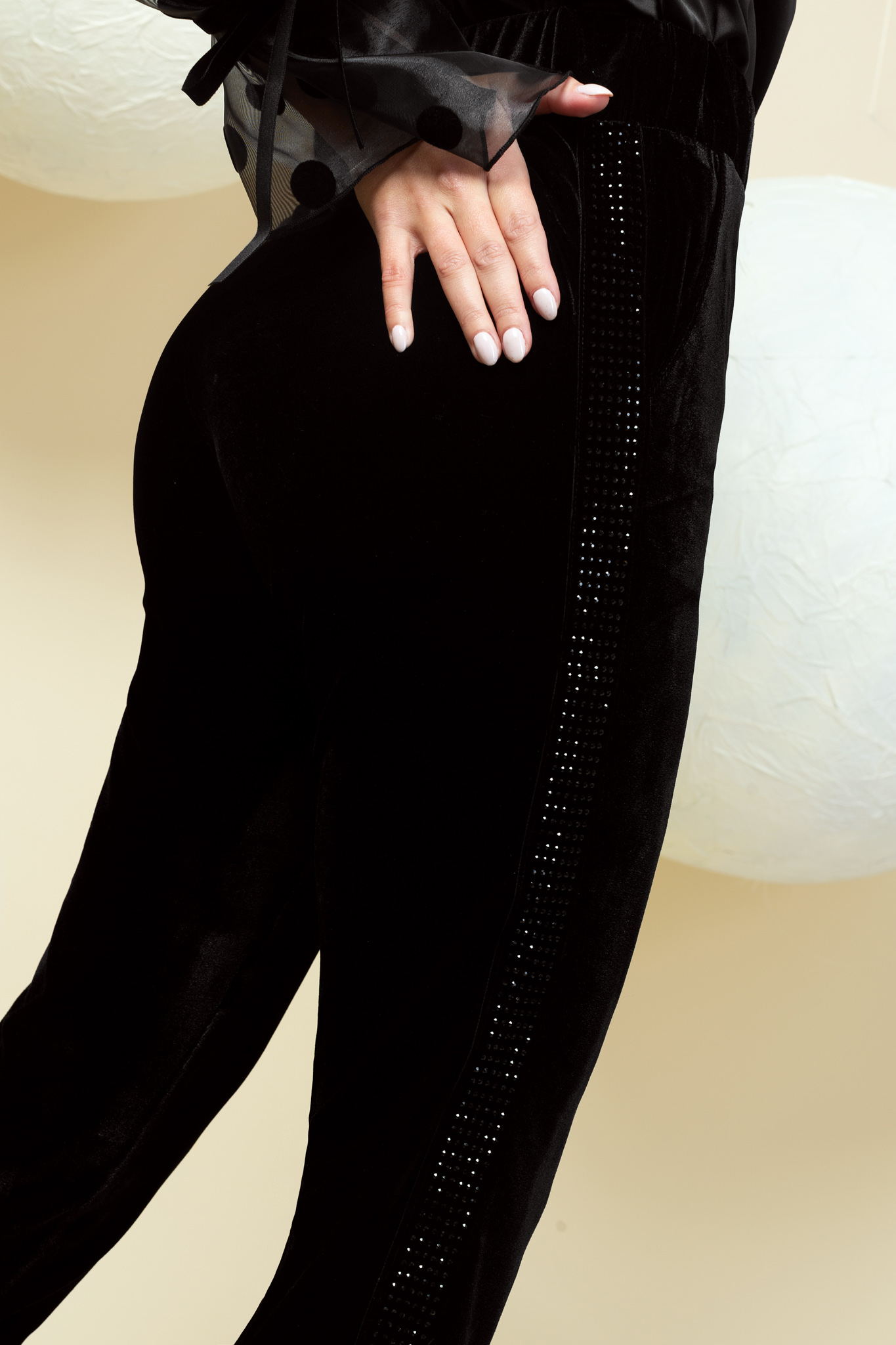 Trousers elegant black long conical