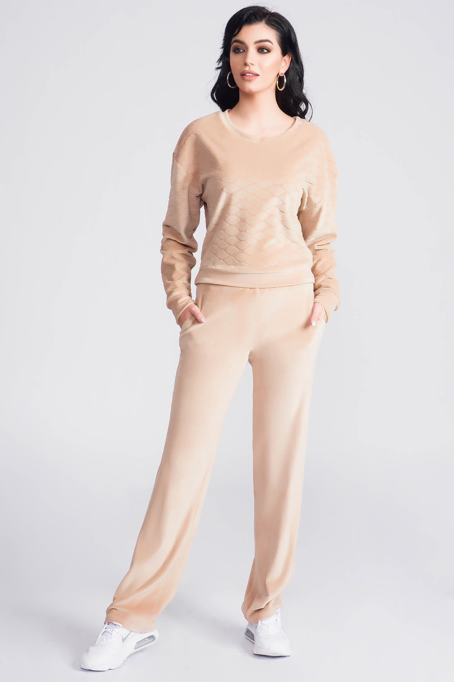 Cream sport 2 pieces from two pieces with trousers velvet flared