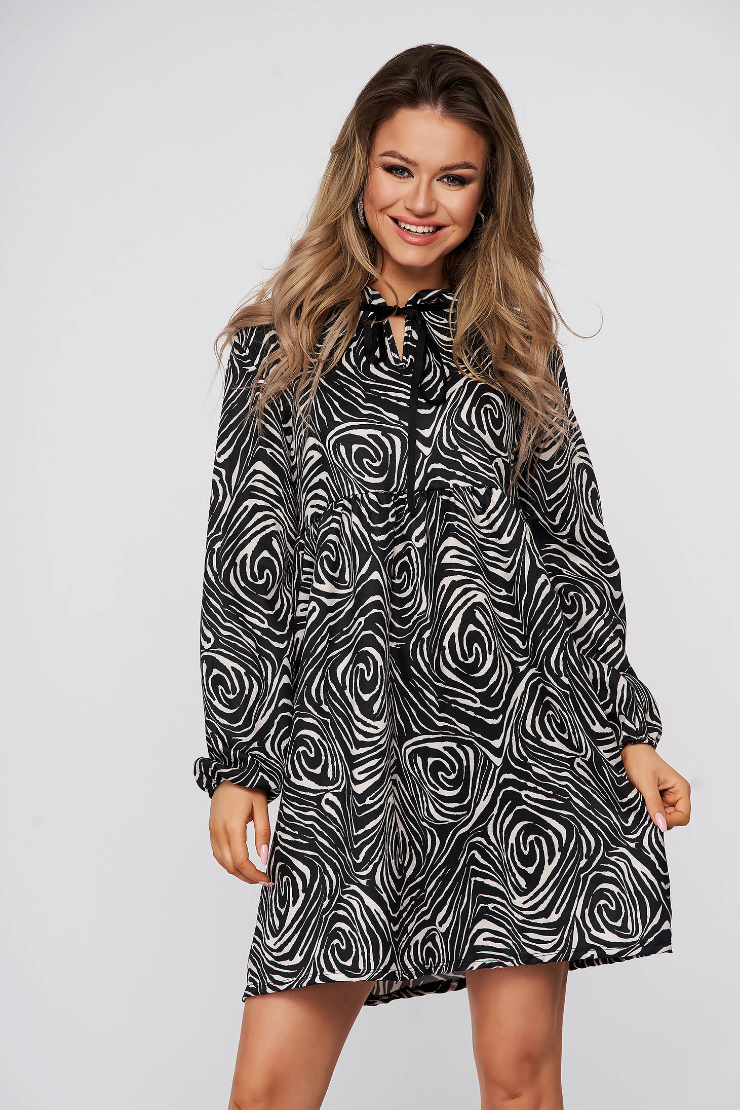 Black dress short cut daily loose fit airy fabric long sleeved