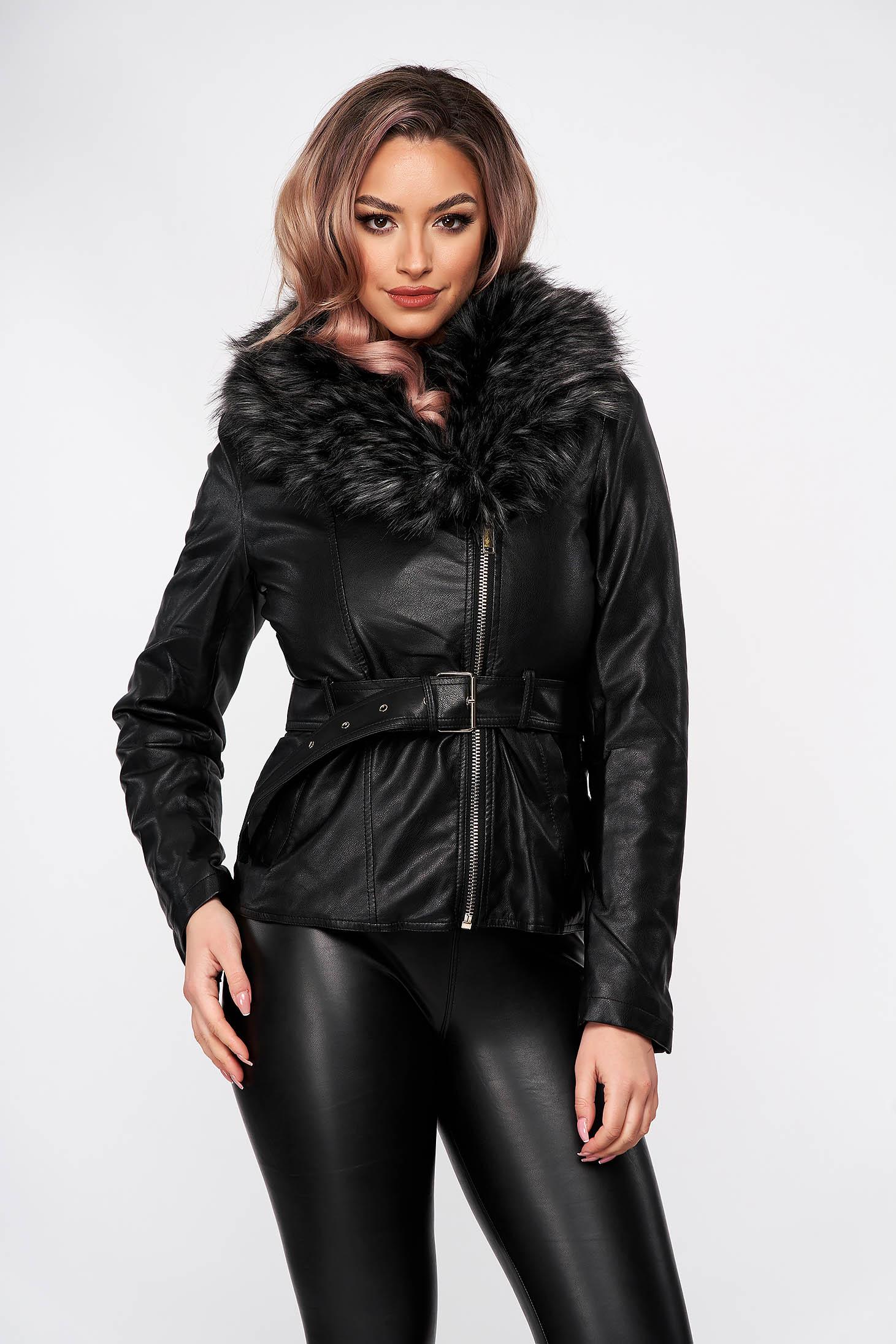 Fekete dzseki műbőrből rövid műszőrme díszítéssel