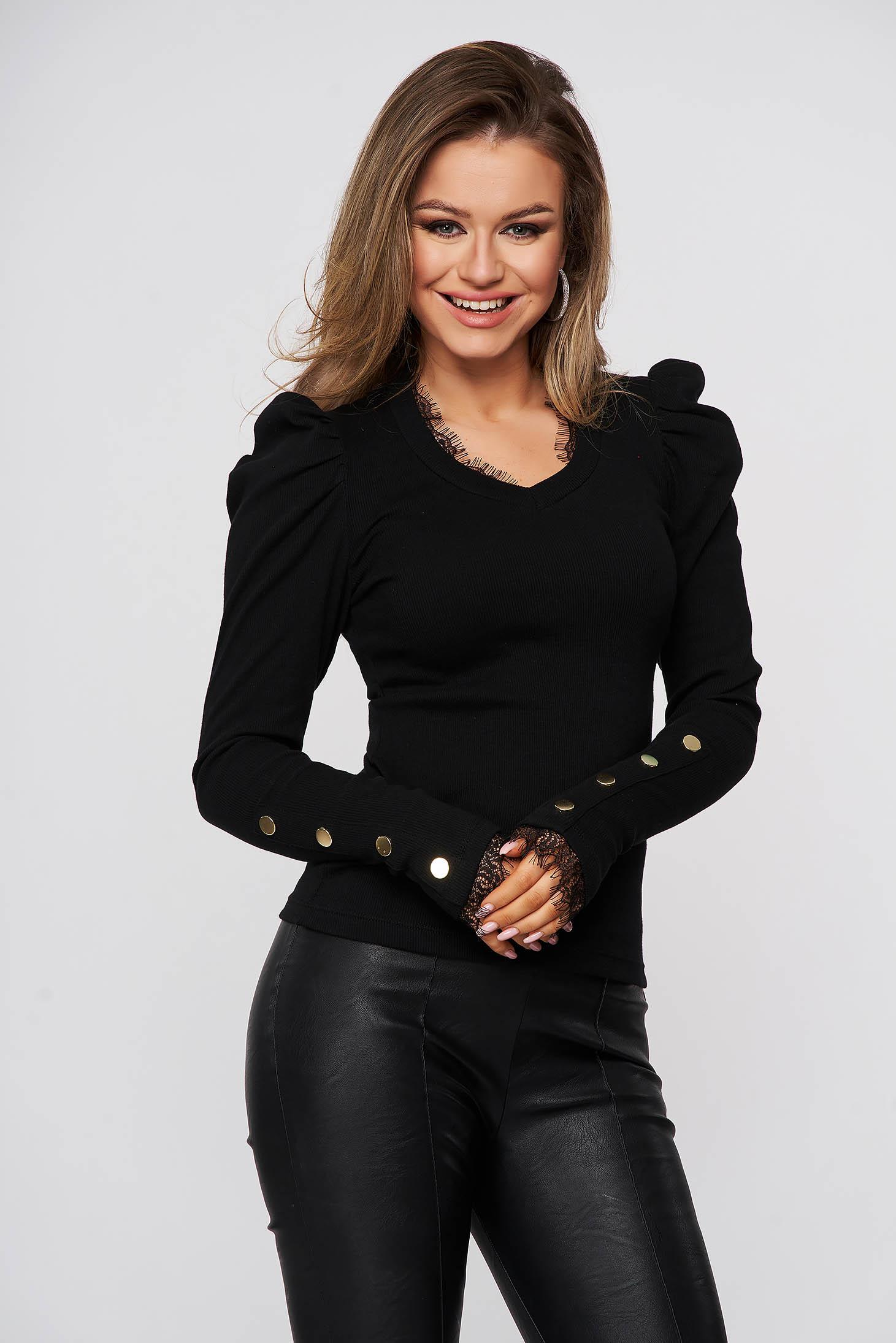 Bluza dama SunShine neagra mulata din bumbac reiat cu umeri cu volum si aplicatii de dantela