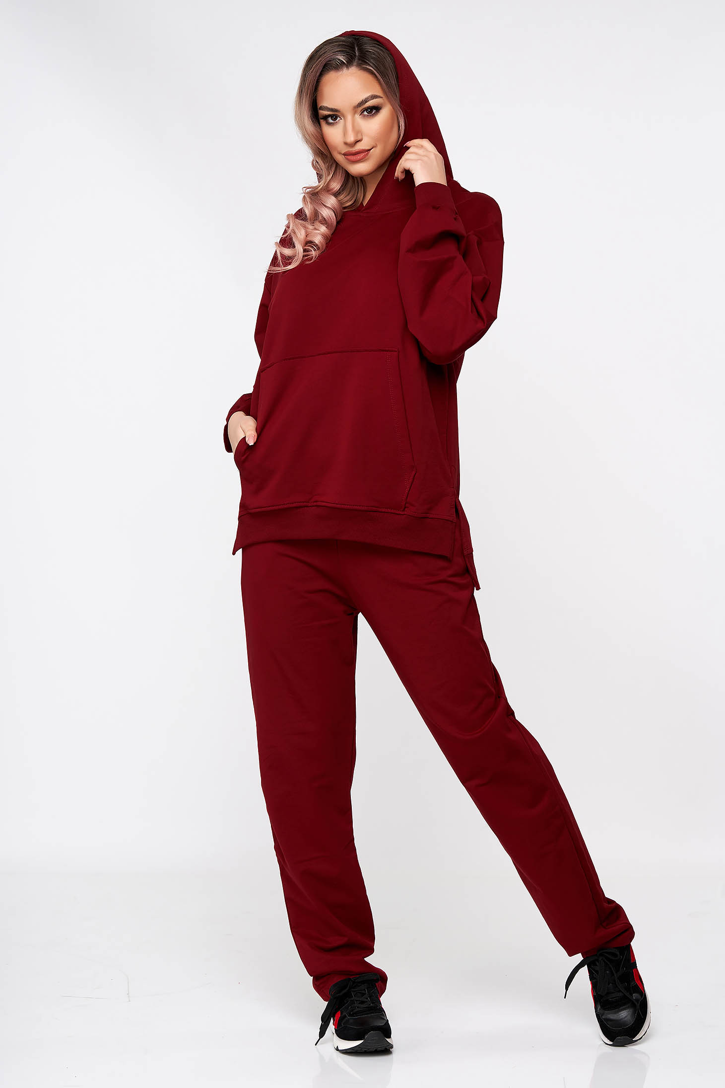 Burgundy sport 2 pieces cotton loose fit a front pocket with undetachable hood