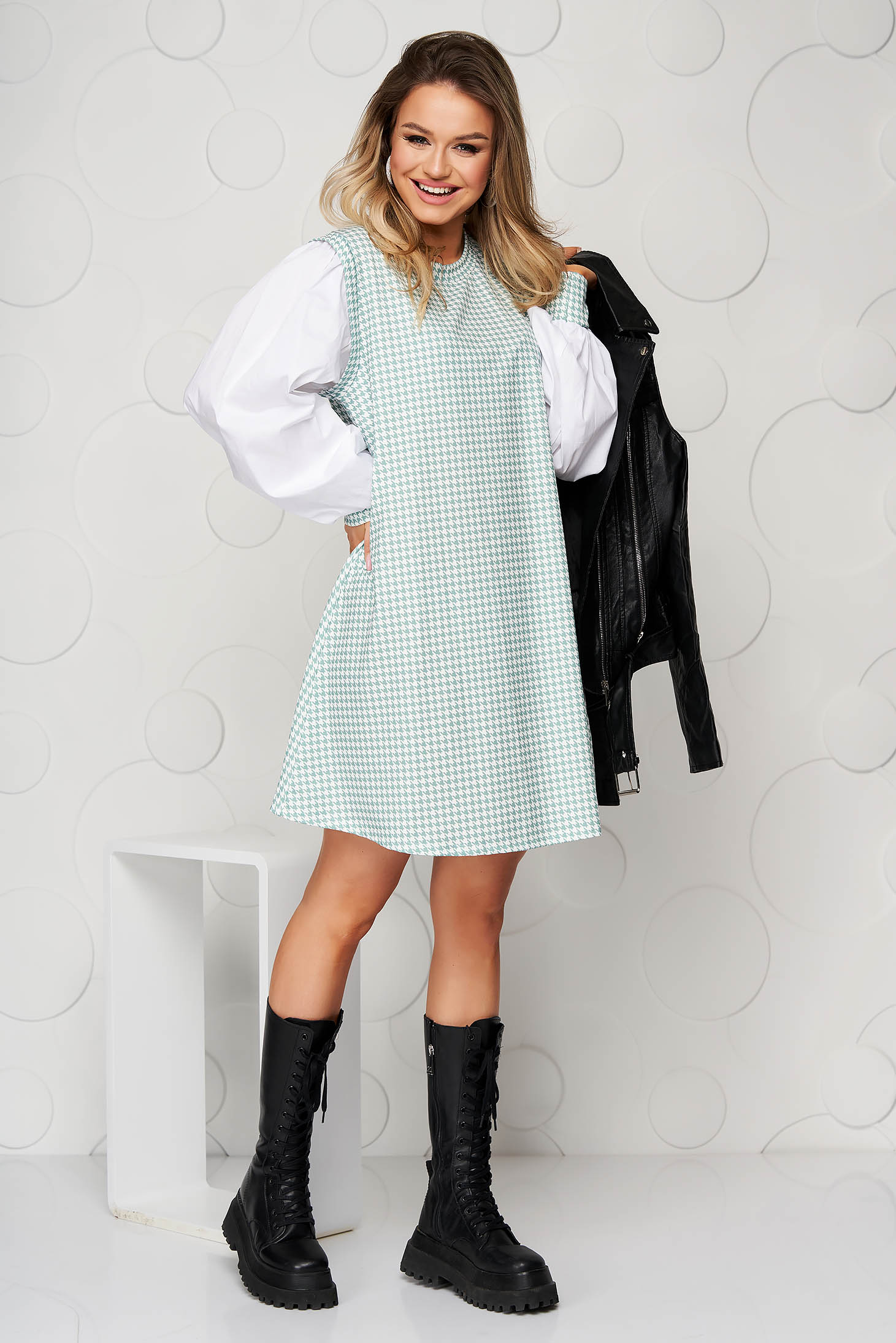 Lightgreen dress dogtooth loose fit from elastic fabric