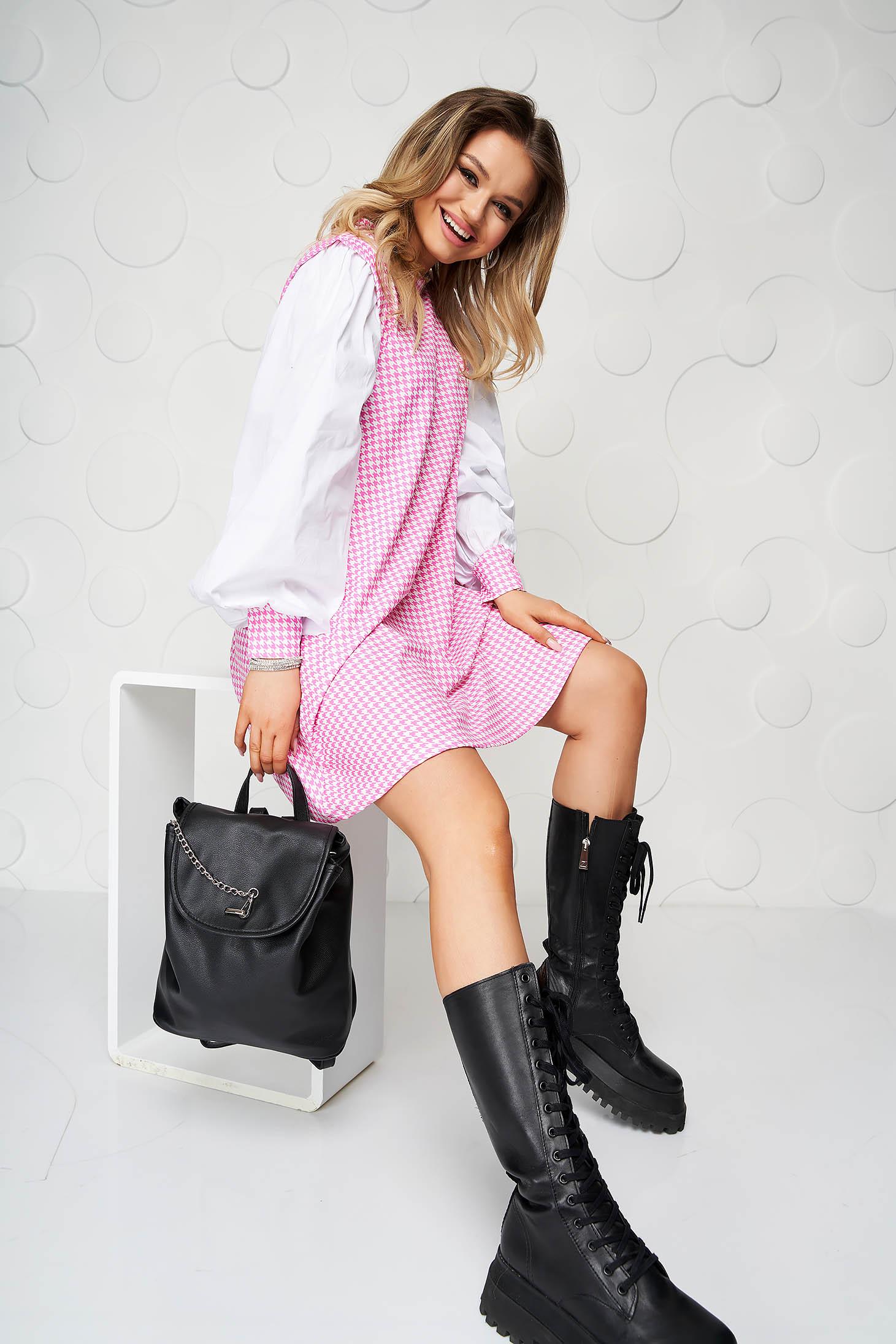 Rochie SunShine roz deschis din material elastic cu croi larg si imprimeu picior de cocos