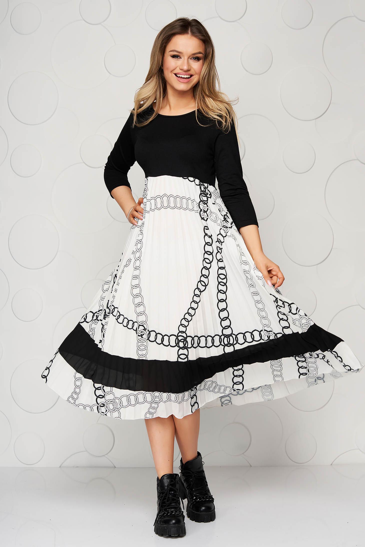 Rakott, pliszírozott midi fekete ruha finom tapintású vékony anyagból