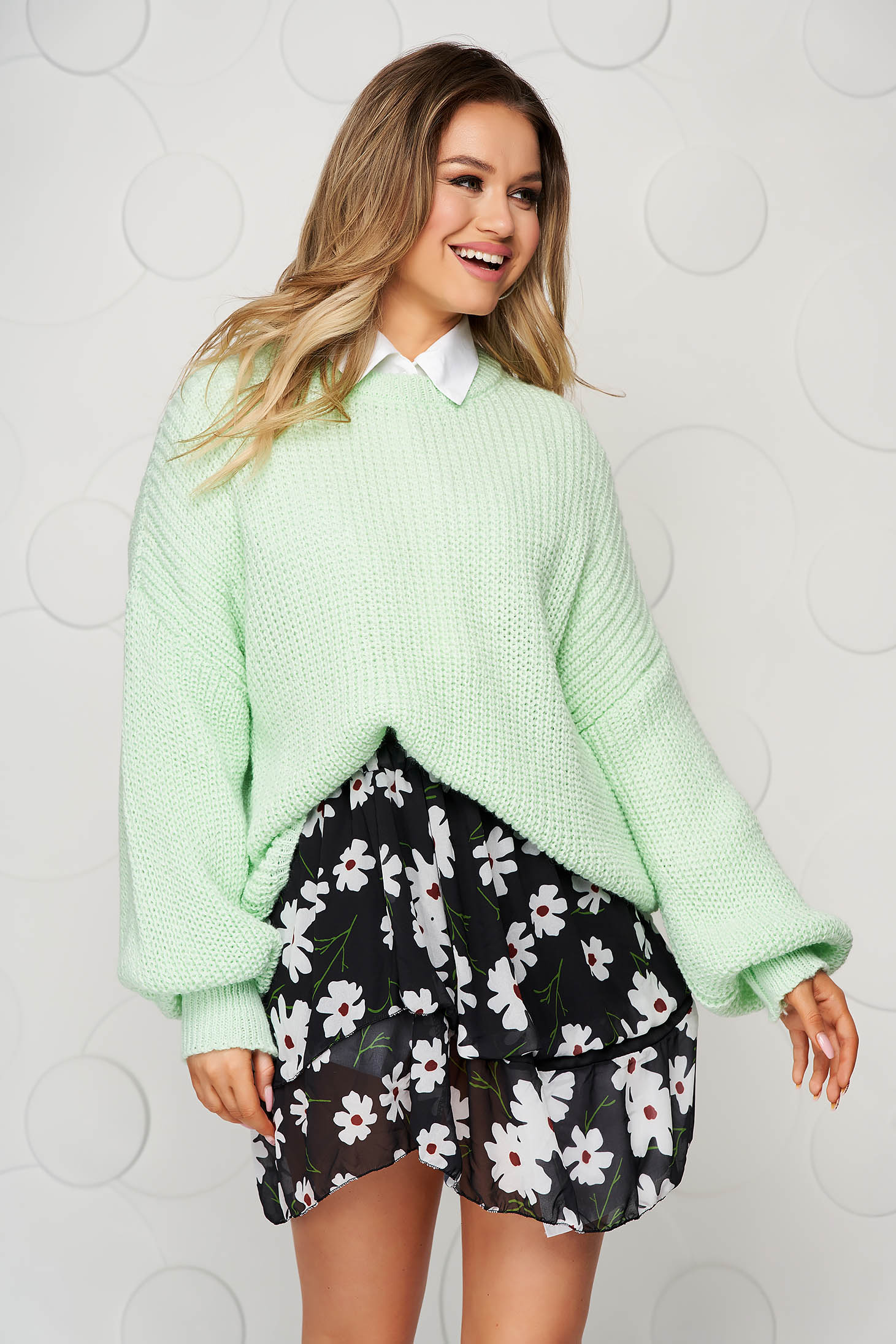 Pulover SunShine verde-deschis tricotat cu maneci bufante si cu croi larg