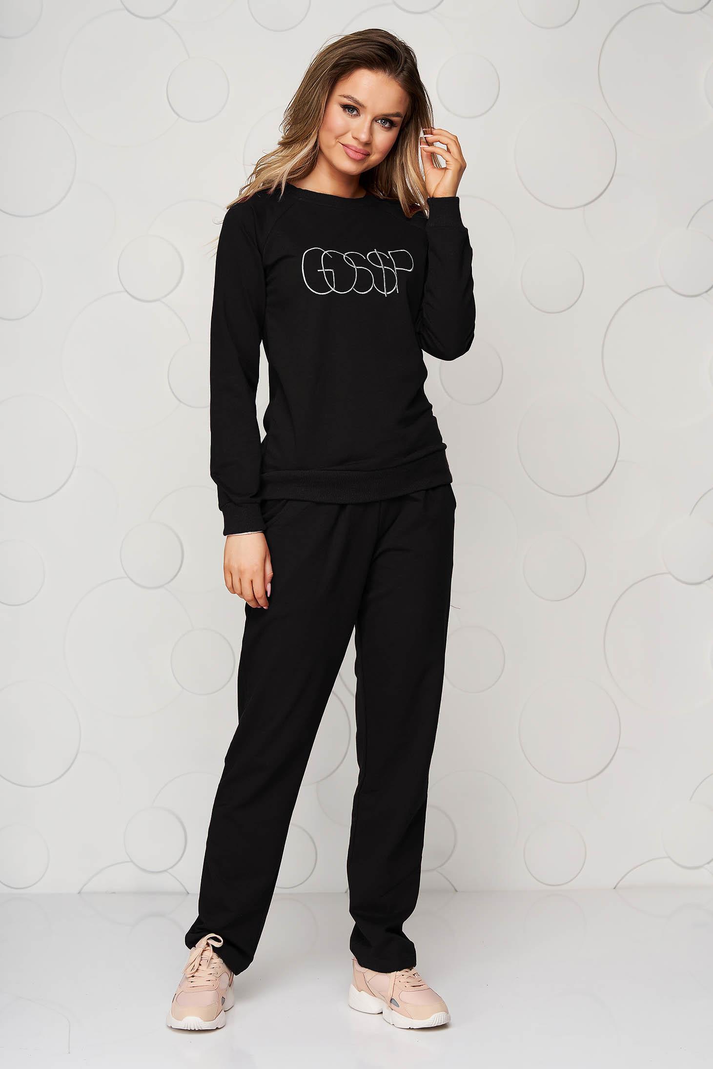 Trening SunShine negru cu pantaloni cu croi larg si buzunare