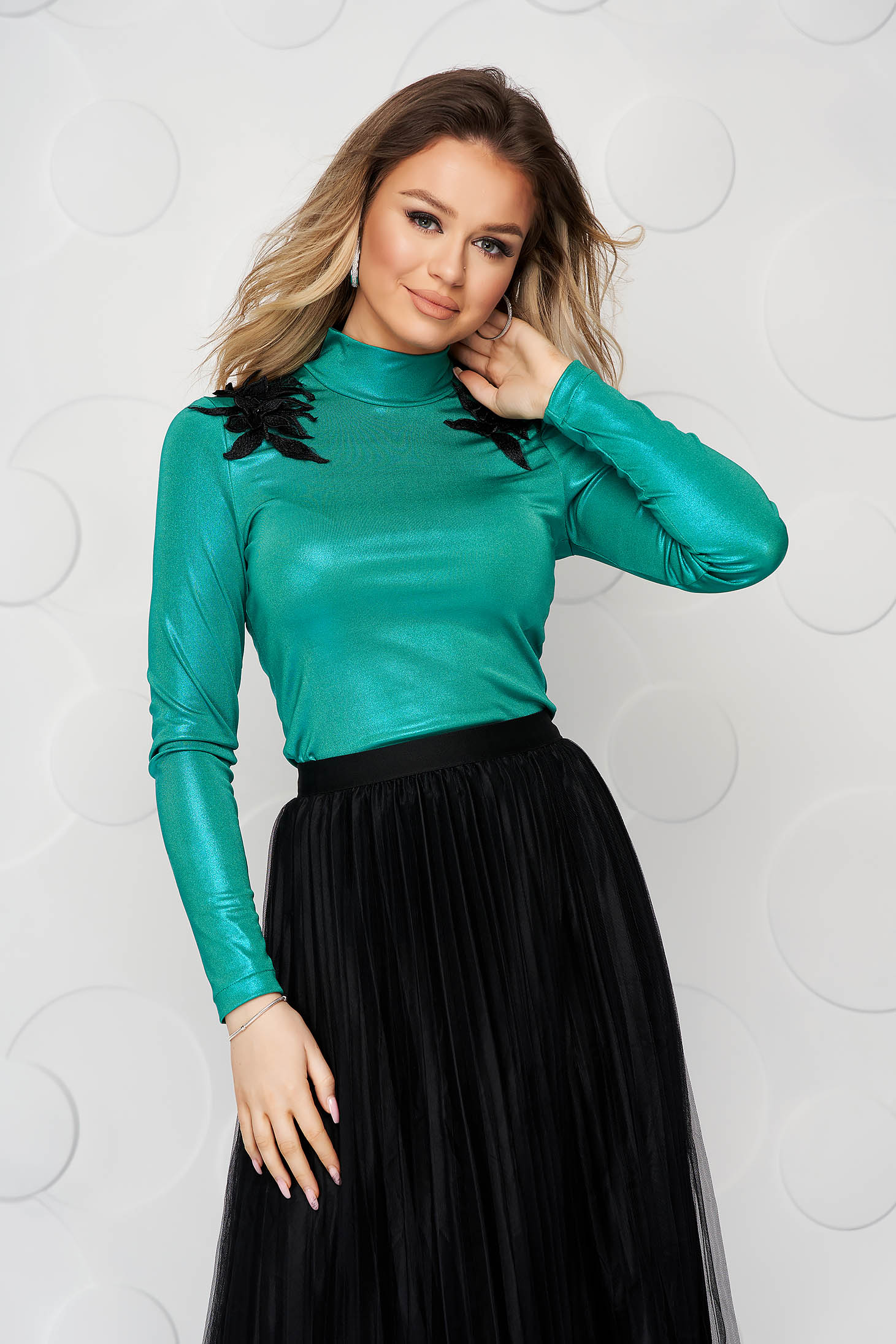 StarShinerS green women`s blouse tented with turtle neck lycra with embroidery details