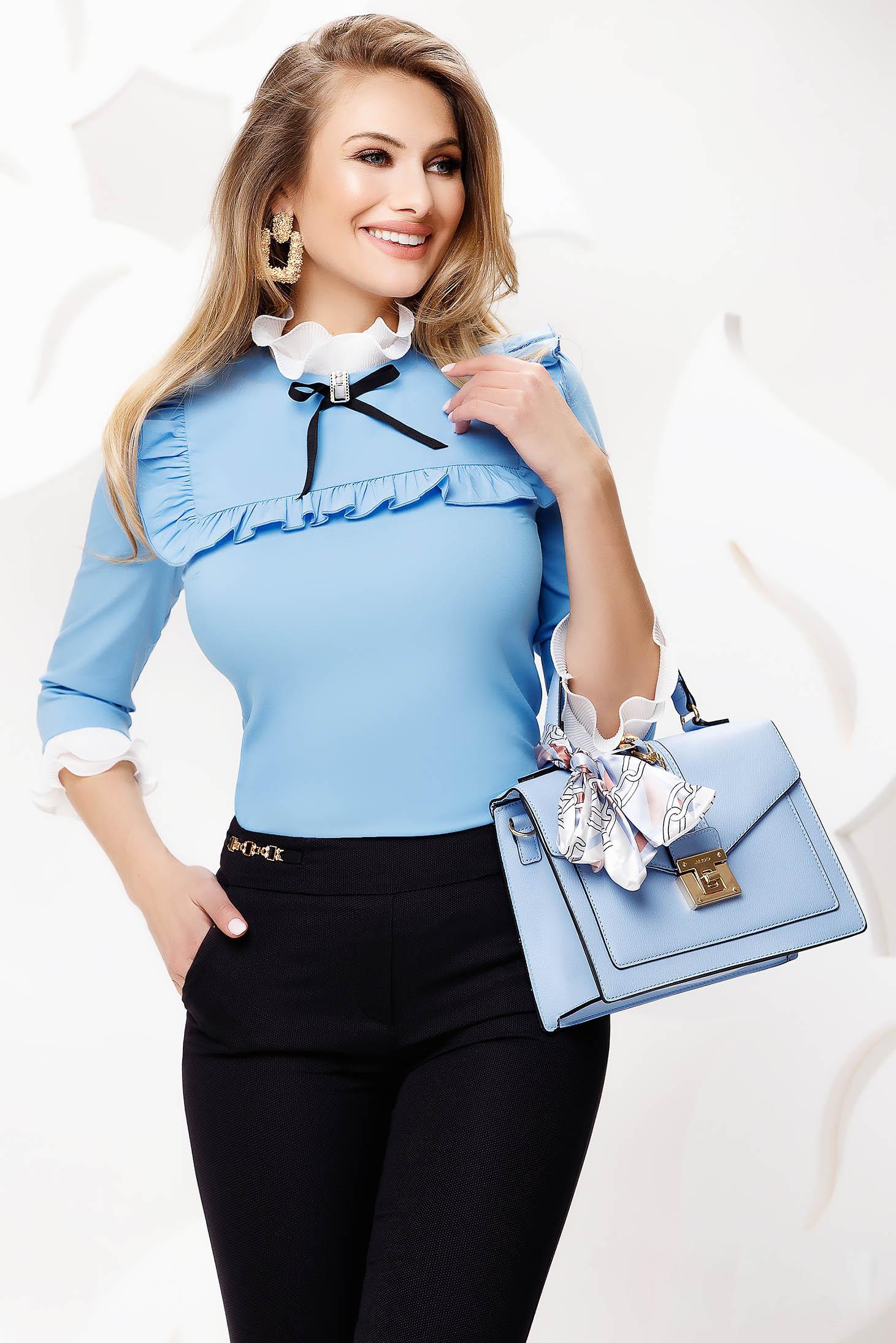 Camasa dama Fofy albastra-deschis office cambrata din material usor elastic accesorizata cu fundite si volanase
