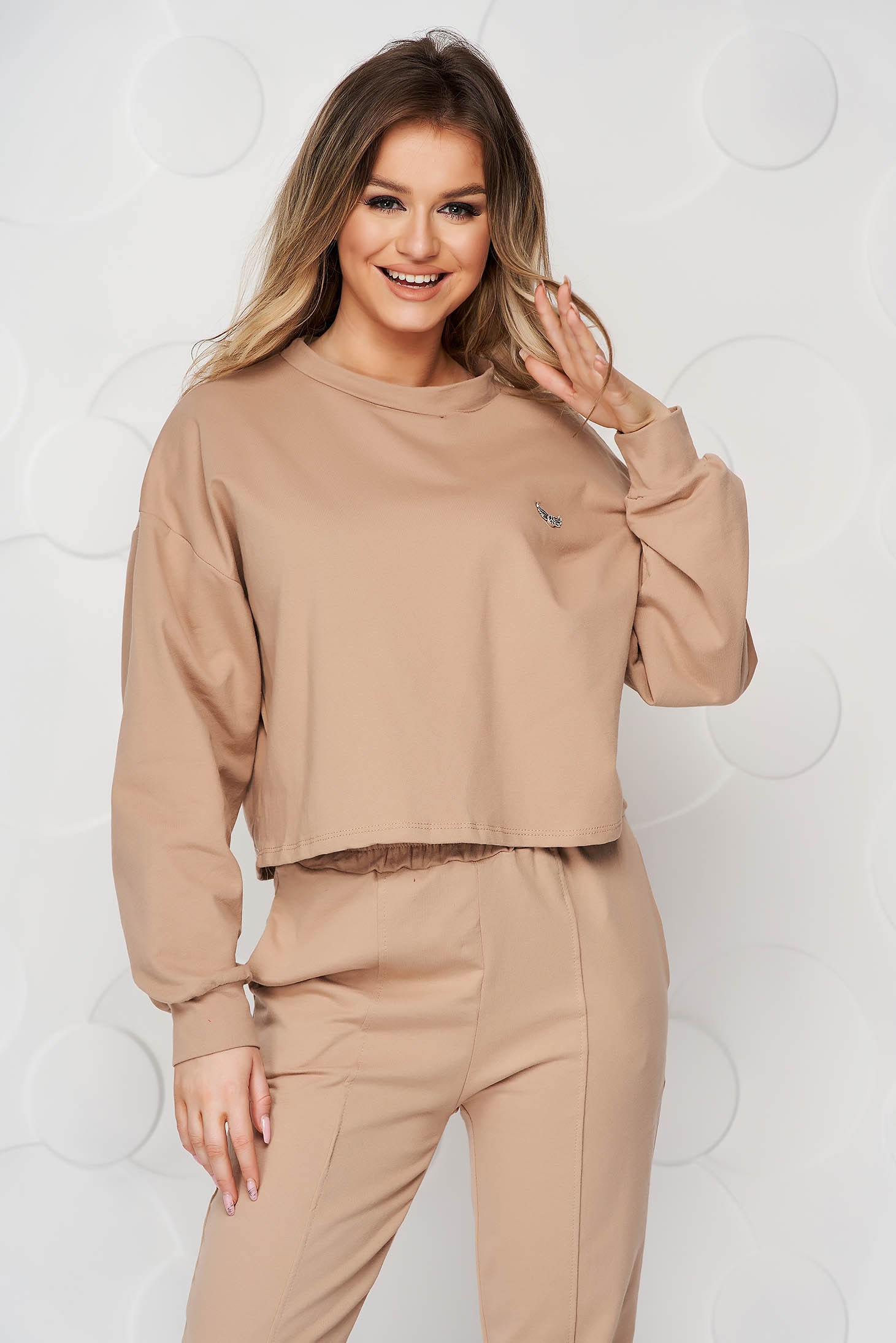 Cream sport 2 pieces cotton accessorized with breastpin loose fit