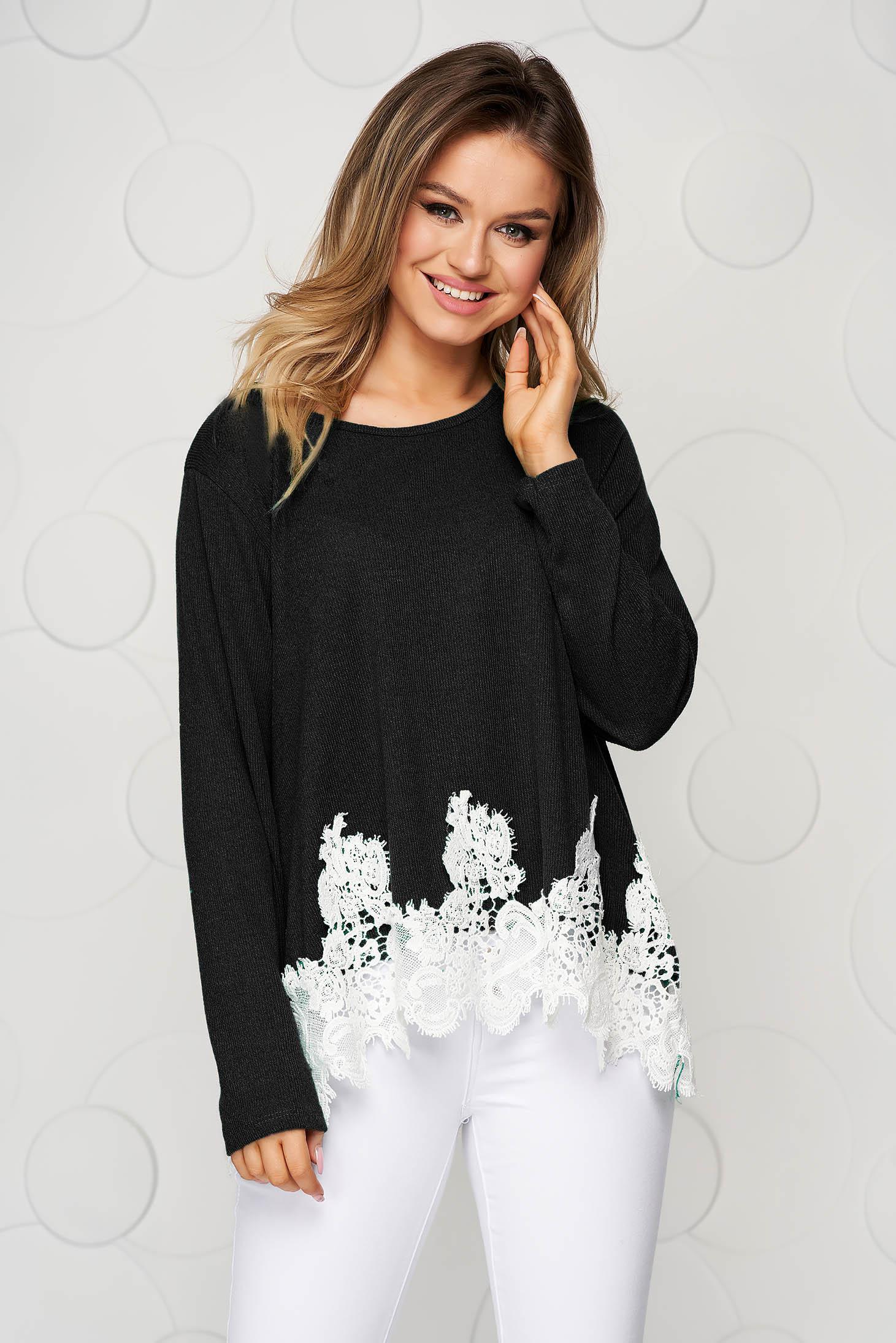 Bluza dama neagra tricotata cu croi larg si aplicatii de dantela