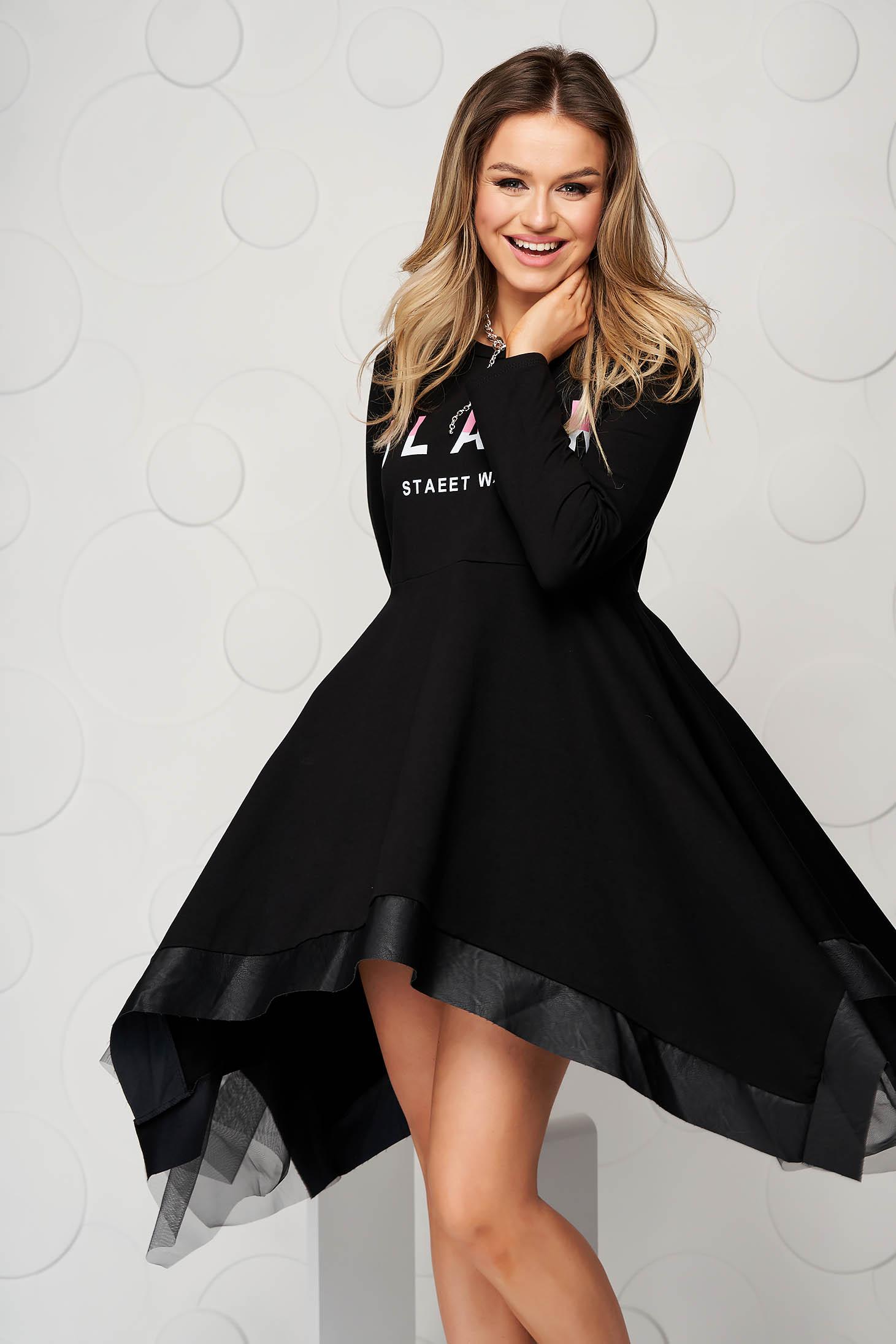 Rochie neagra scurta asimetrica cu maneci lungi si aplicatii de tul