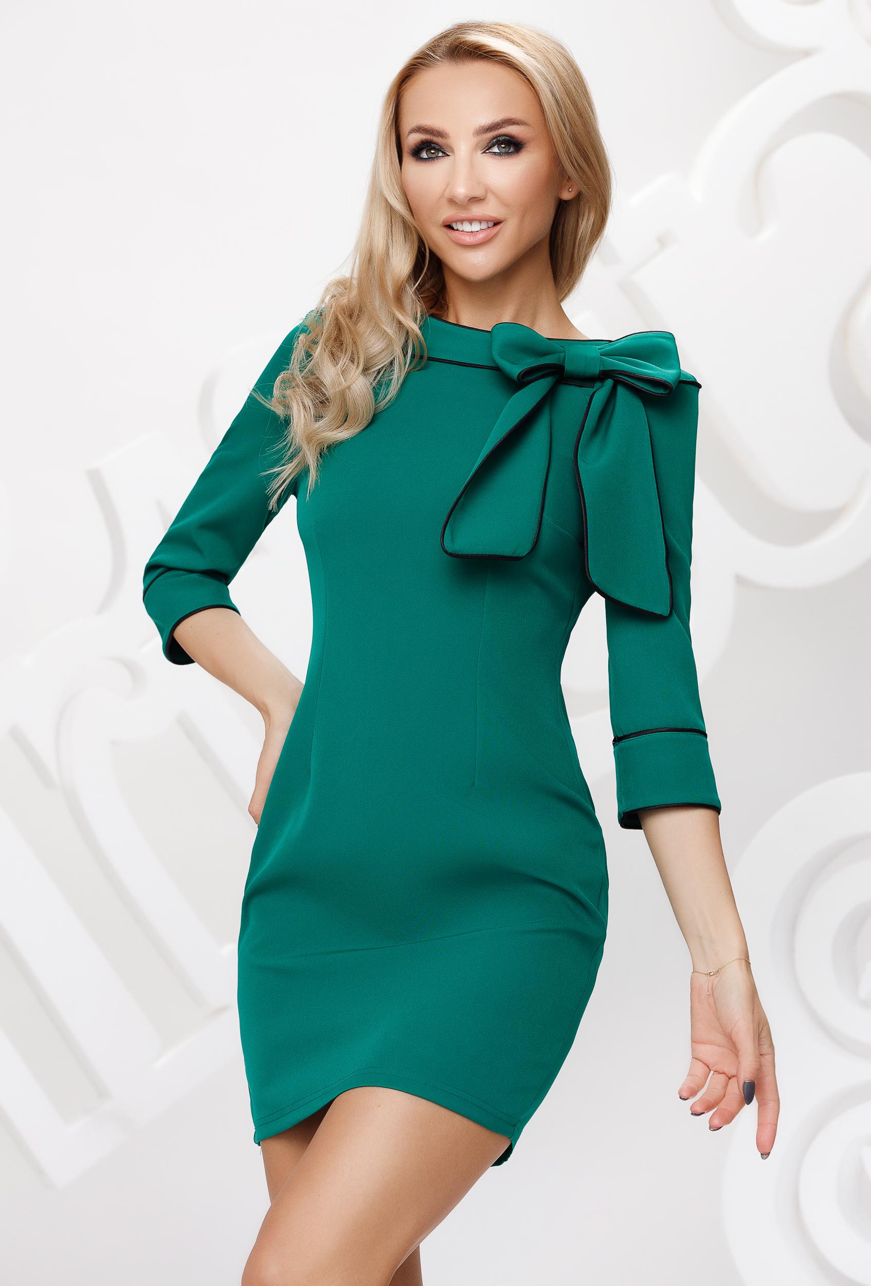 Zöld ceruza ruha masni díszítéssel és dupla gallérral
