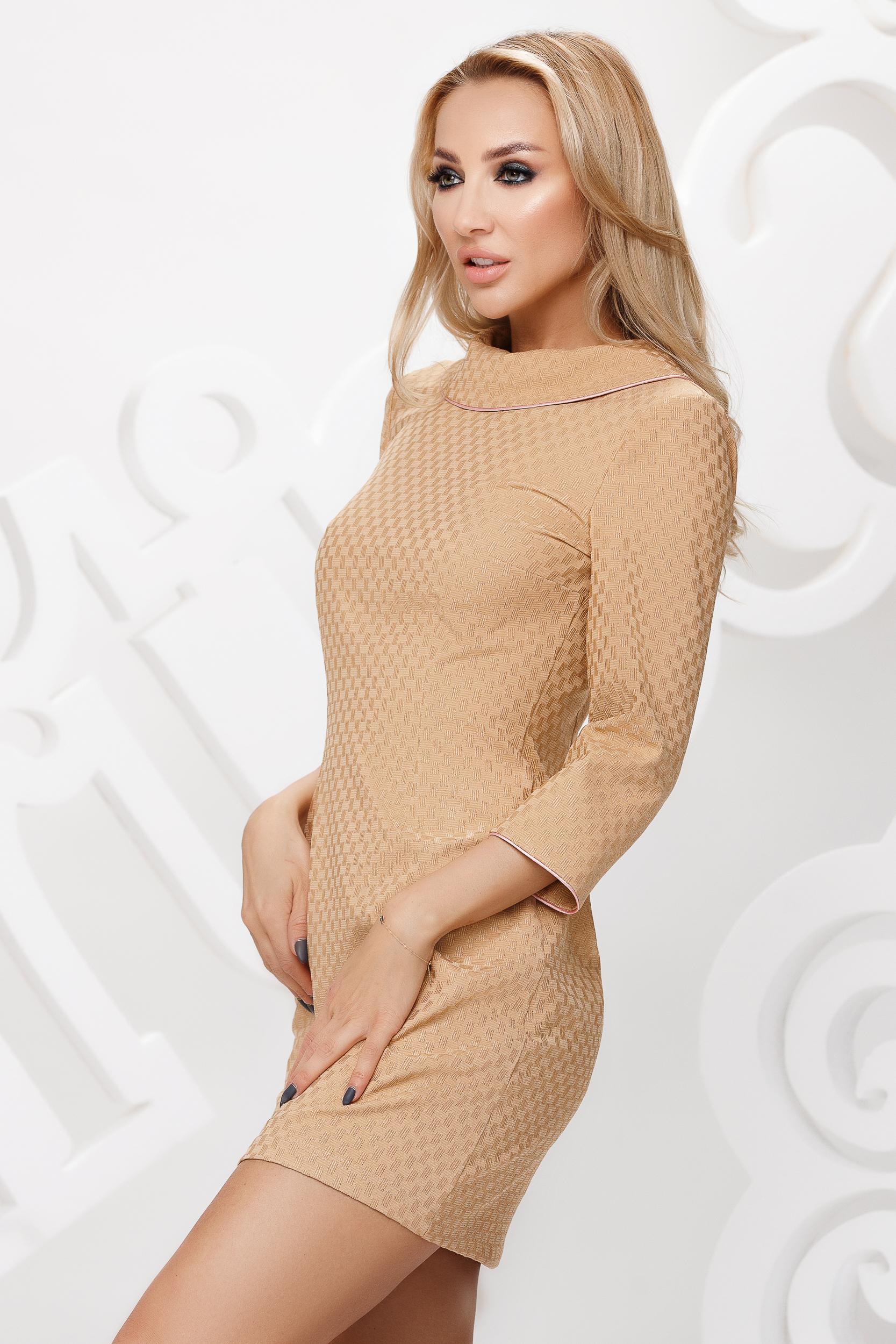 Slightly elastic fabric cream straight dress double collar with pockets
