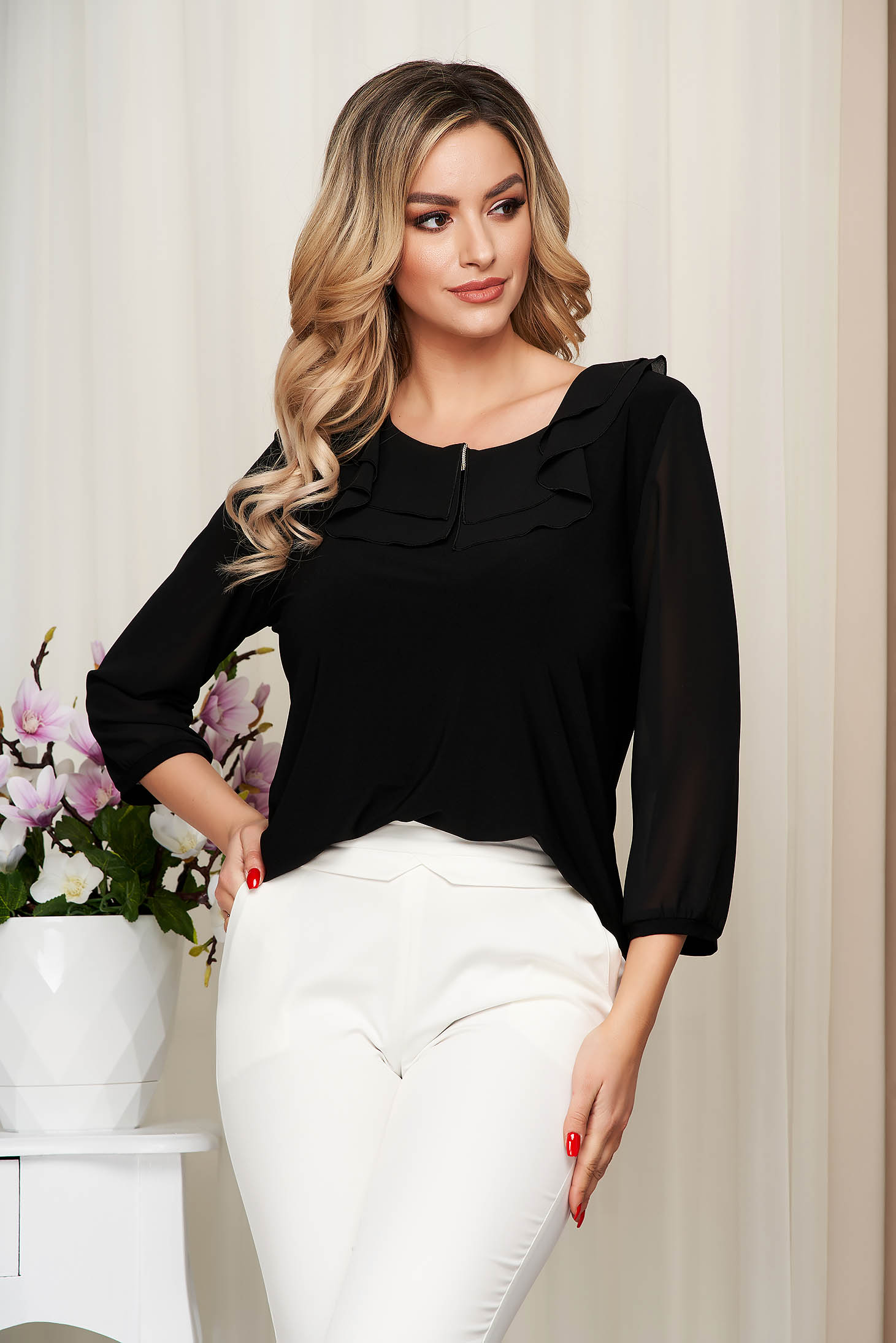 Bluza dama neagra de ocazie din material elastic si fin cu volanase