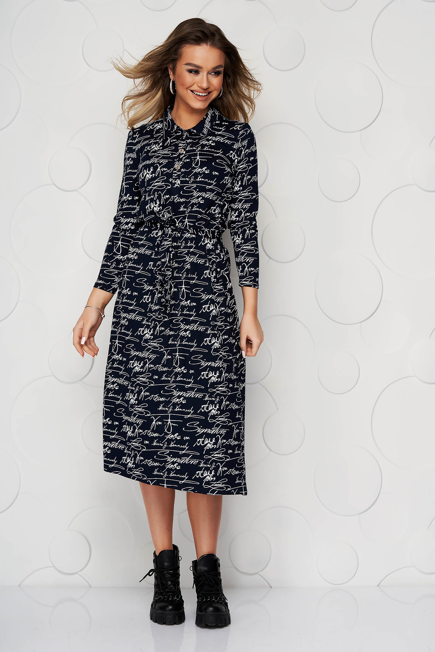 StarShinerS darkblue dress with graphic details accessorized with tied waistband from elastic fabric