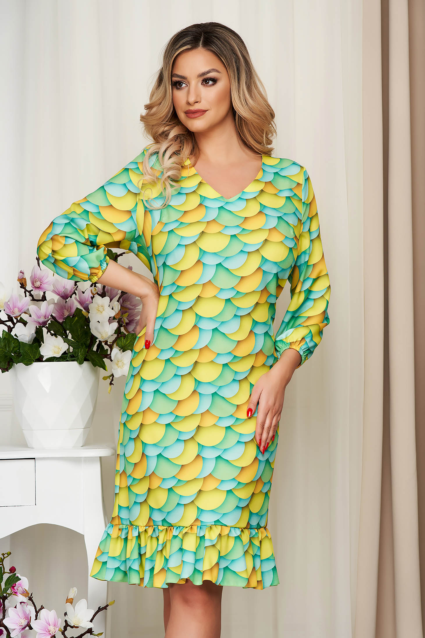 StarShinerS lightgreen dress with ruffle details with graphic details loose fit nonelastic fabric