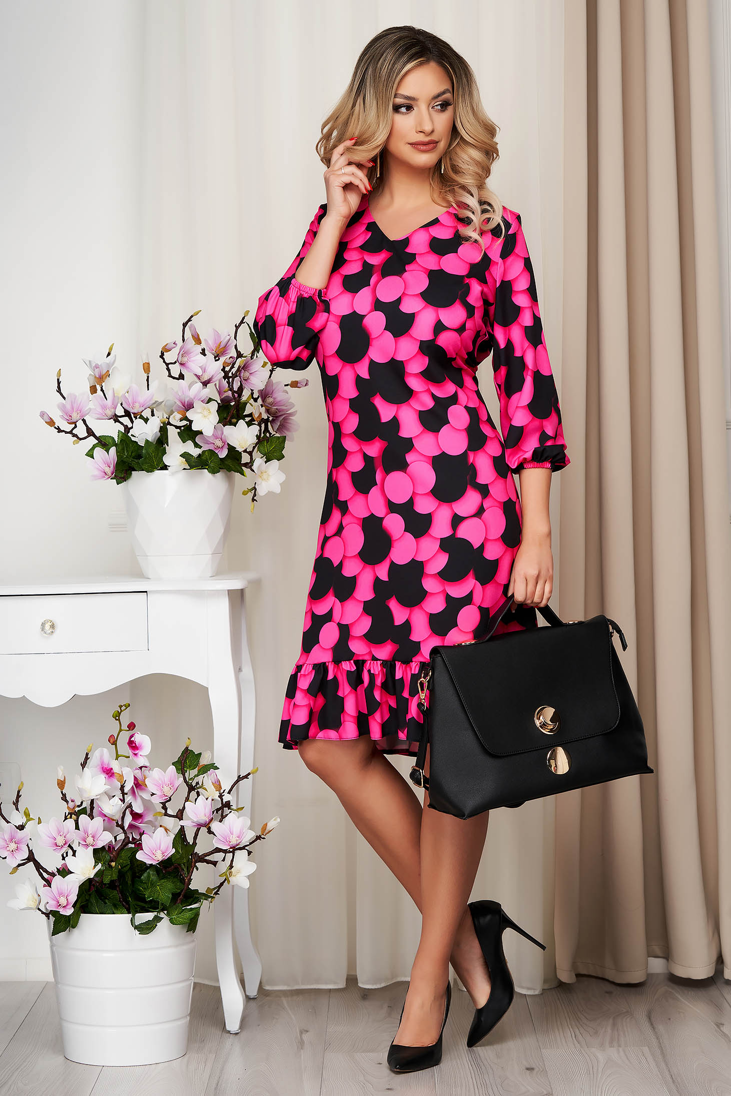 Rochie StarShinerS roz cu croi larg cu volanase cu imprimeuri grafice din material neelastic