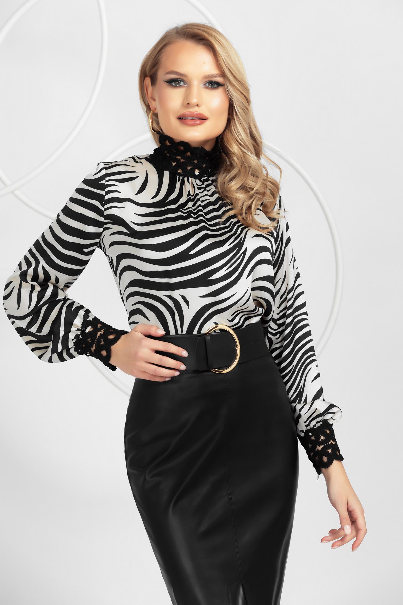 Bluza dama PrettyGirl animal print din satin neelastic cu aplicatii de dantela