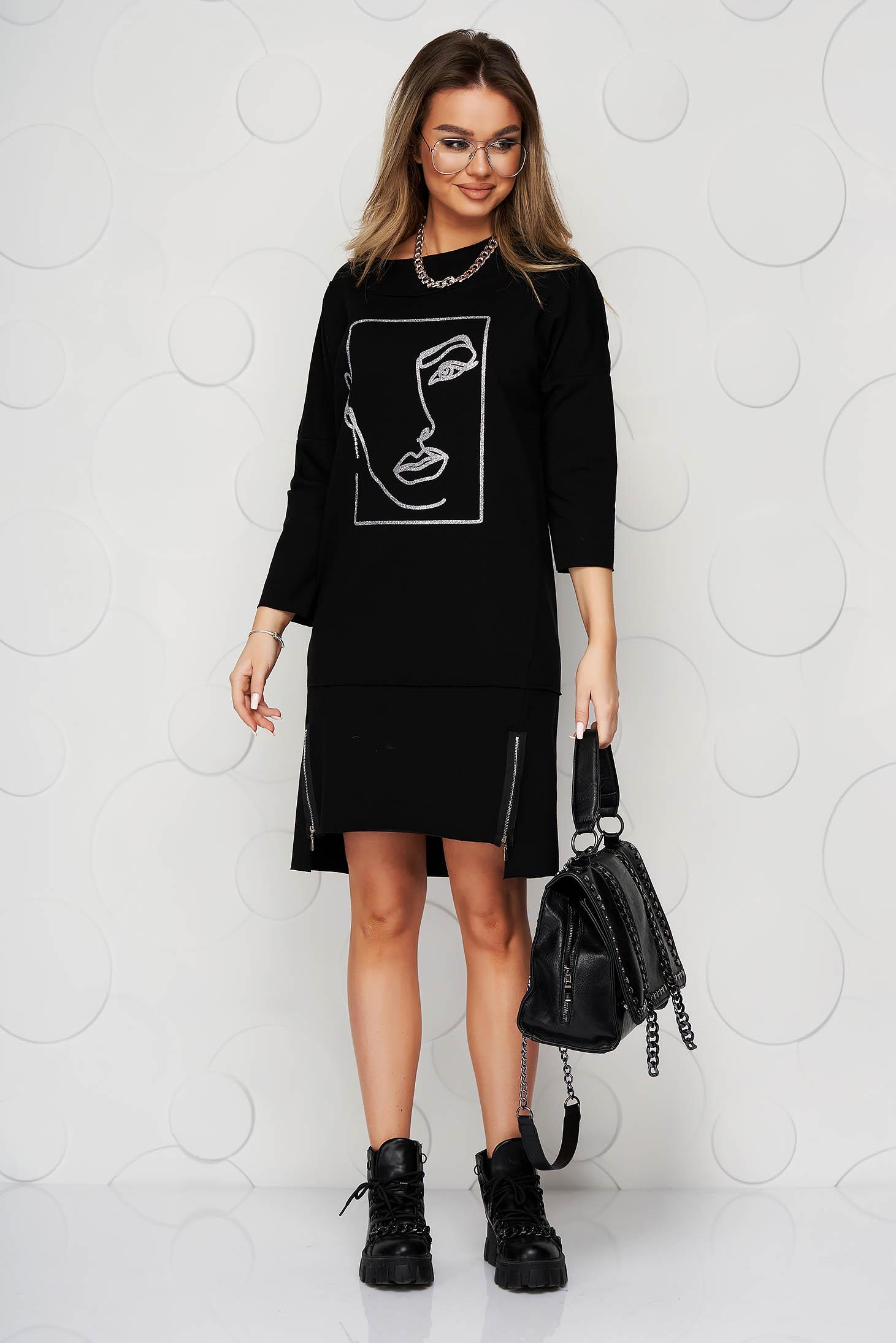 Rochie Lady Pandora neagra din bumbac elastic cu croi larg cu imprimeuri grafice si slituri frontal