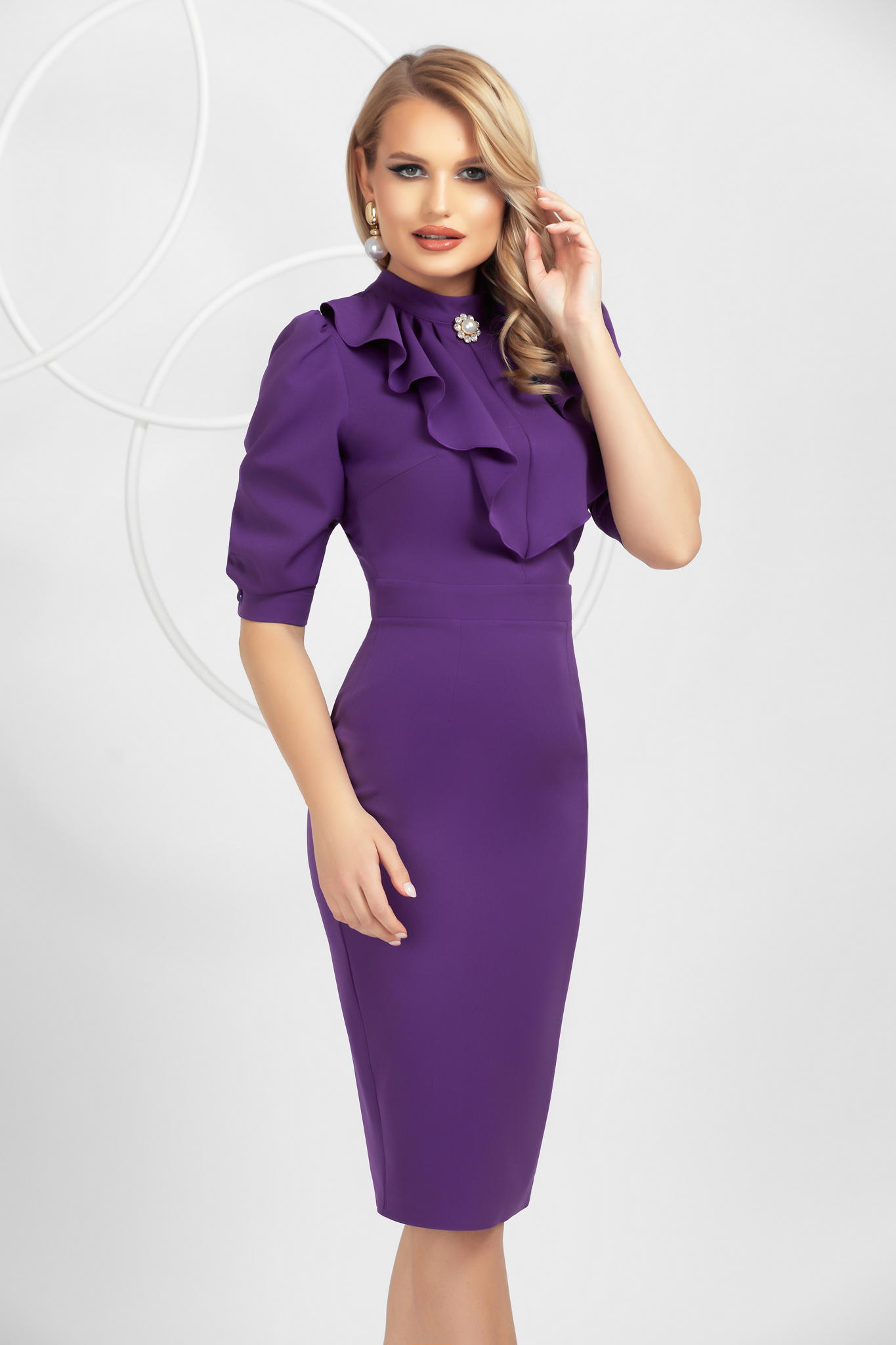 Purple slightly elastic fabric pencil dress with ruffle details accessorized with breastpin