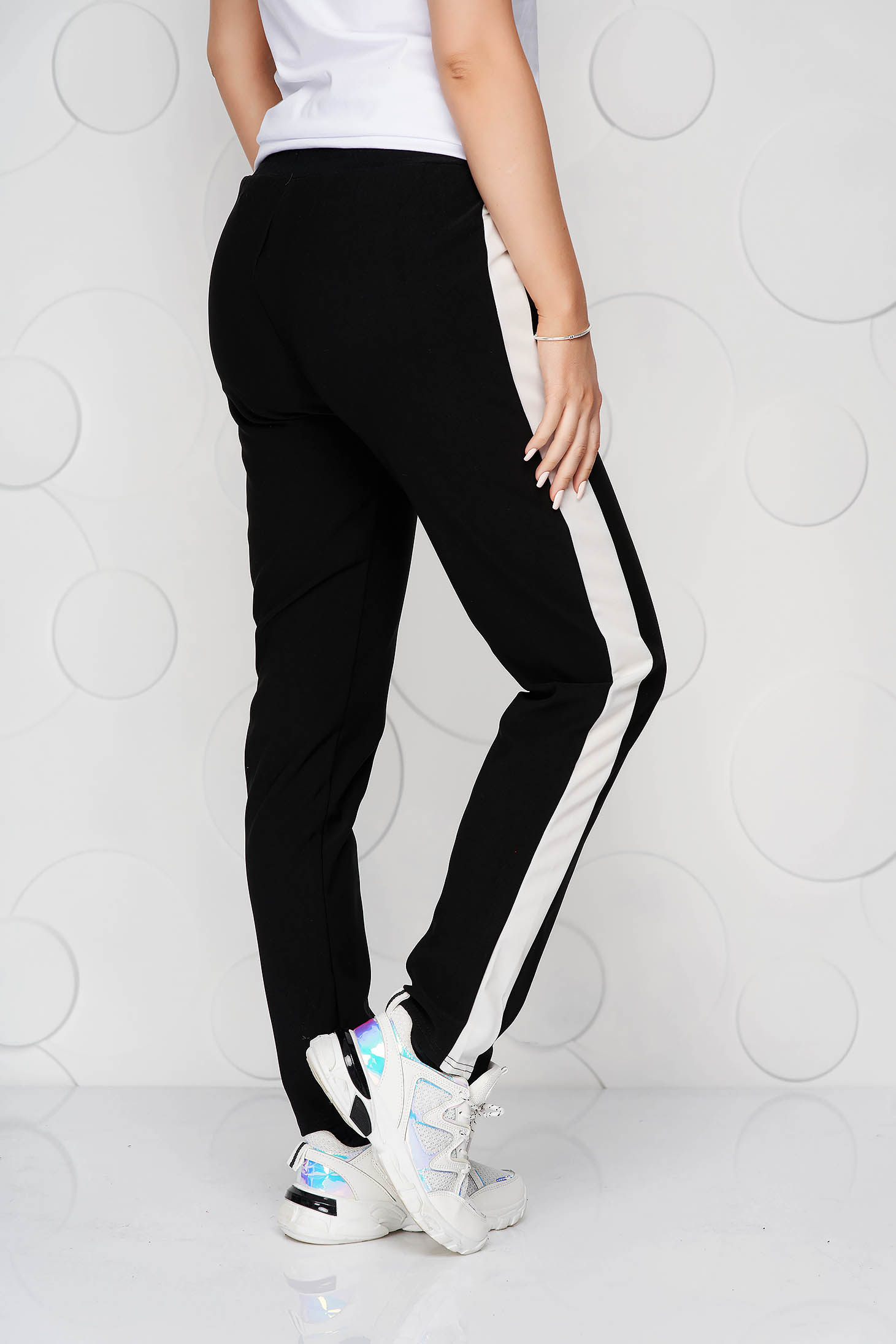 Pantaloni SunShine negri casual cu un croi drept cu buzunare cu elastic si snur in talie