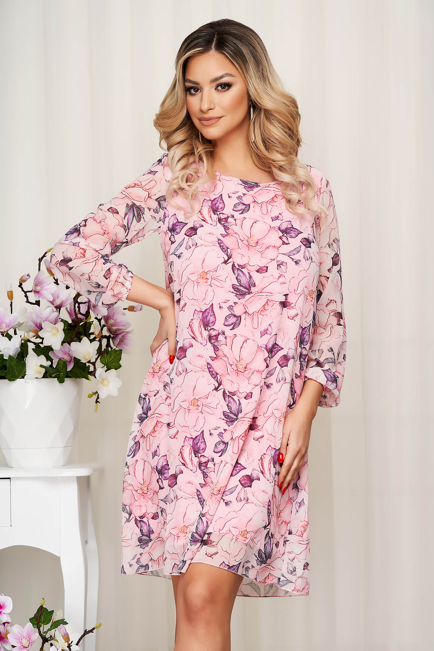 Rochie roz deschis din voal cu imprimeu floral captusita pe interior