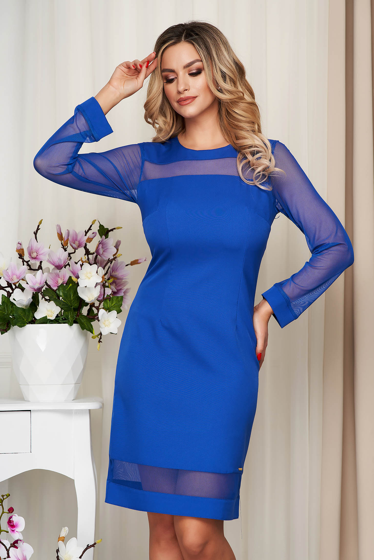 Rochie albastra office din stofa neelastica cu un croi drept si insertii din plasa