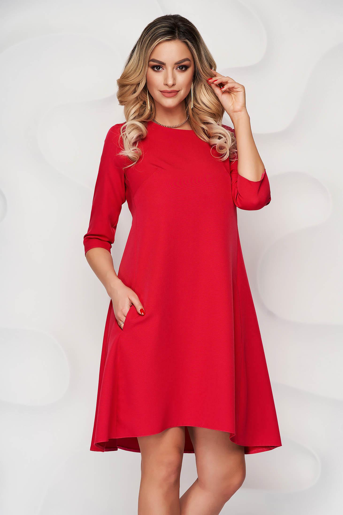 Rochie rosie office cu croi in a din stofa usor elastica cu decolteu rotunjit