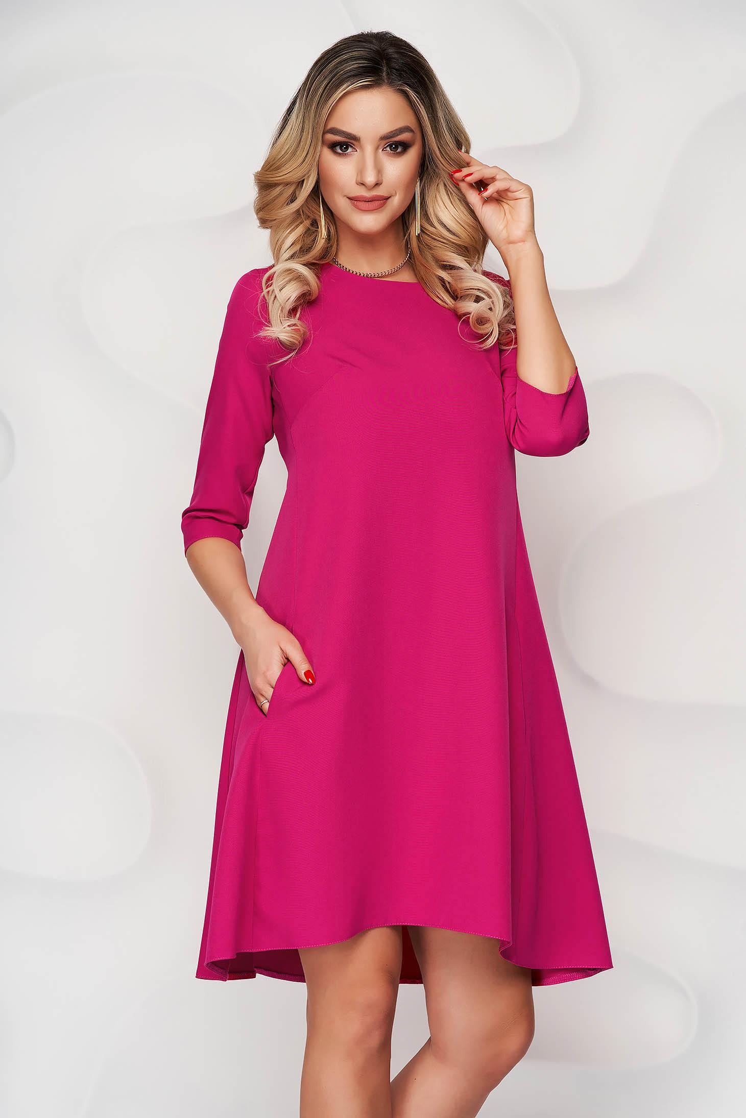 Rochie roz cu croi in a din stofa din stofa usor elastica si decolteu rotunjit