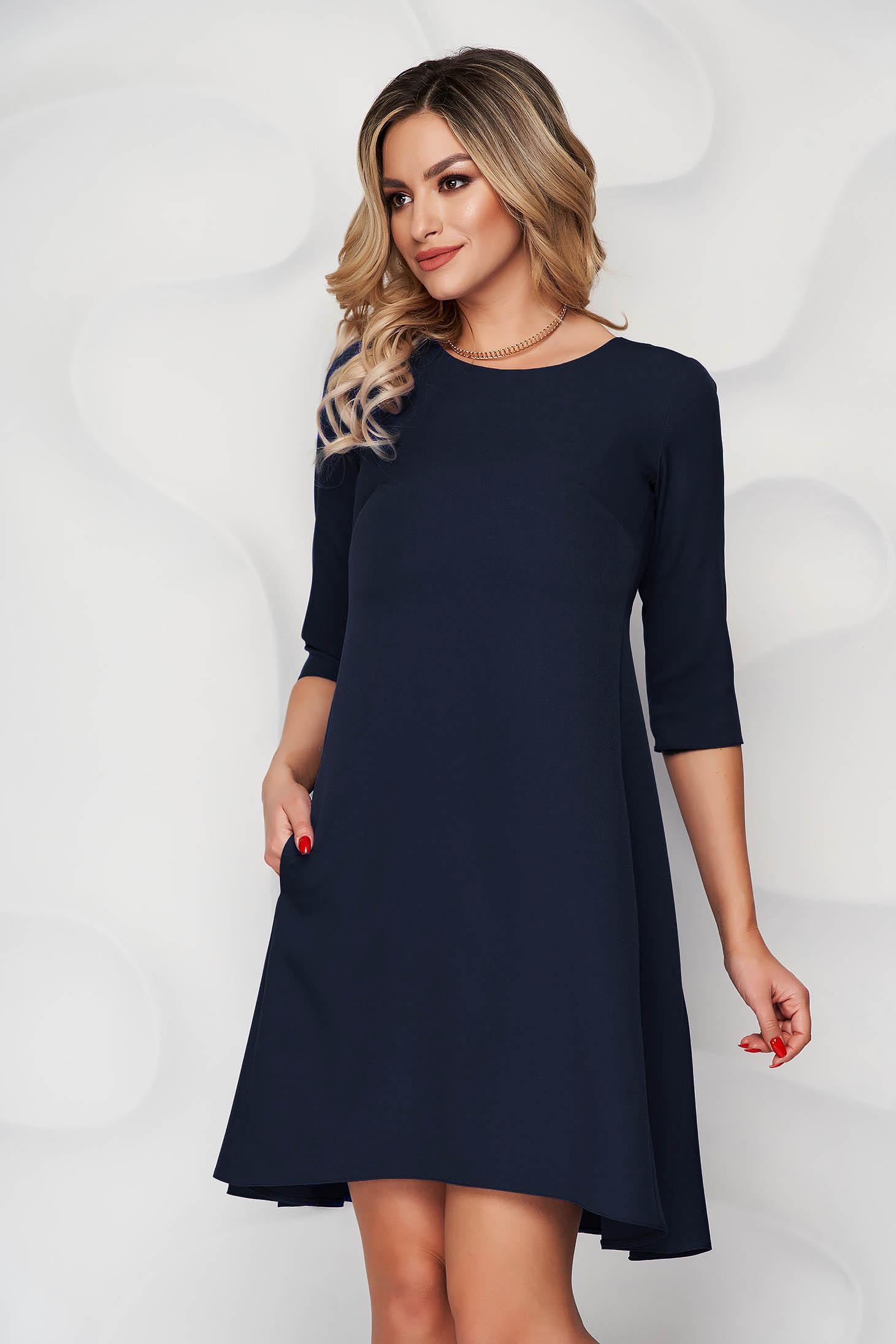 Rochie albastru-inchis cu croi in a din stofa usor elastica si decolteu rotunjit