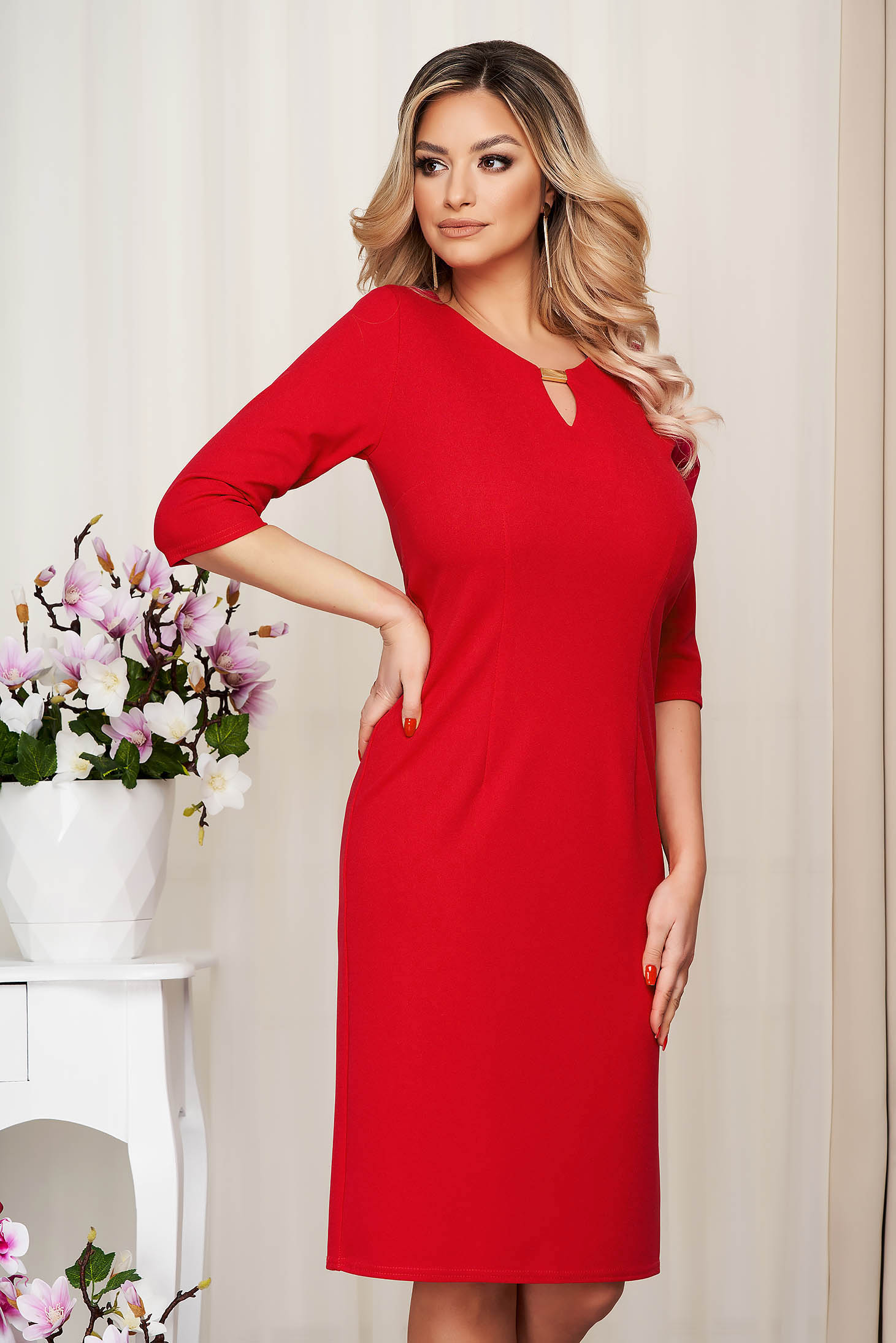 Dress red office short cut straight with metalic accessory