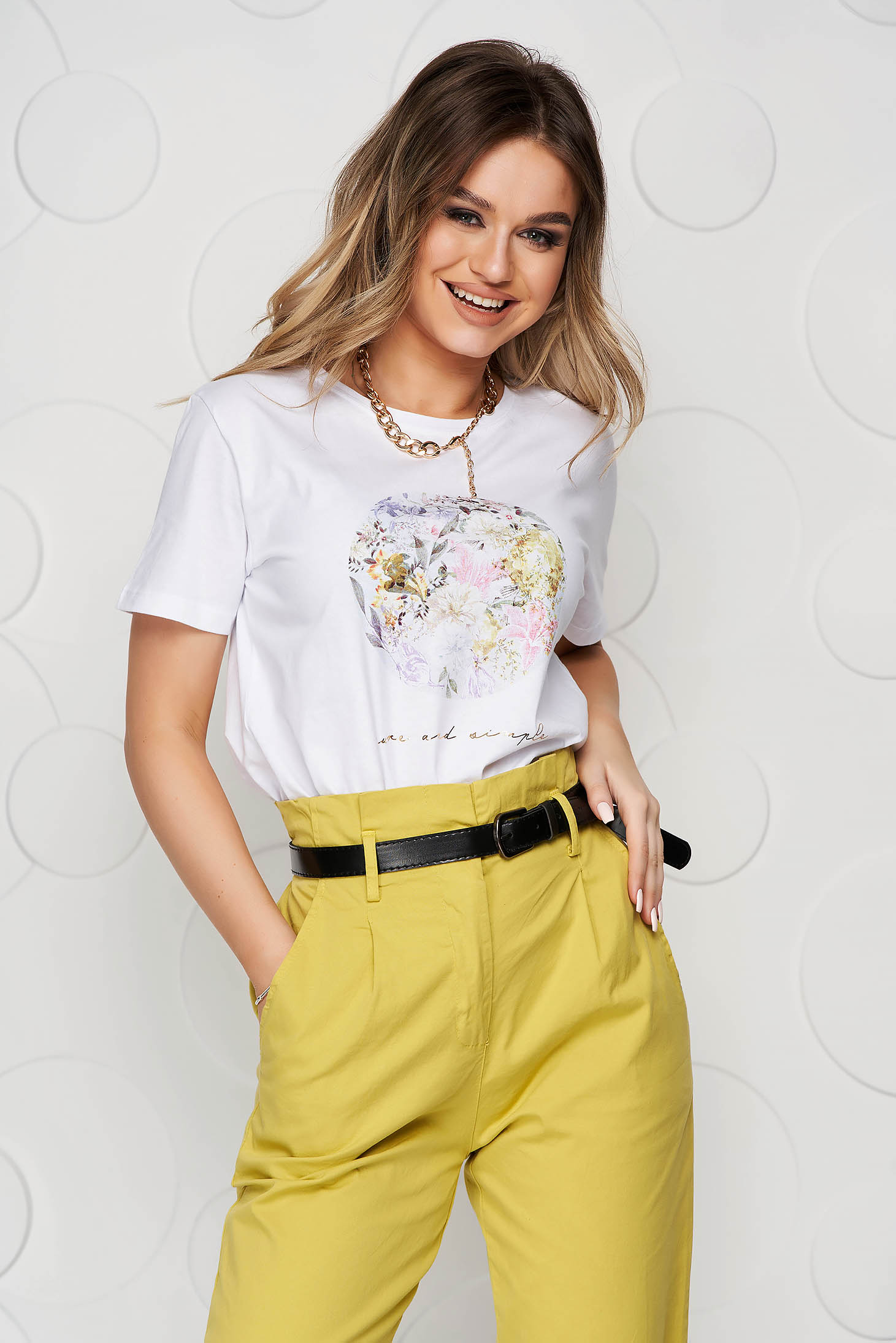 White t-shirt from elastic and fine fabric with floral print loose fit