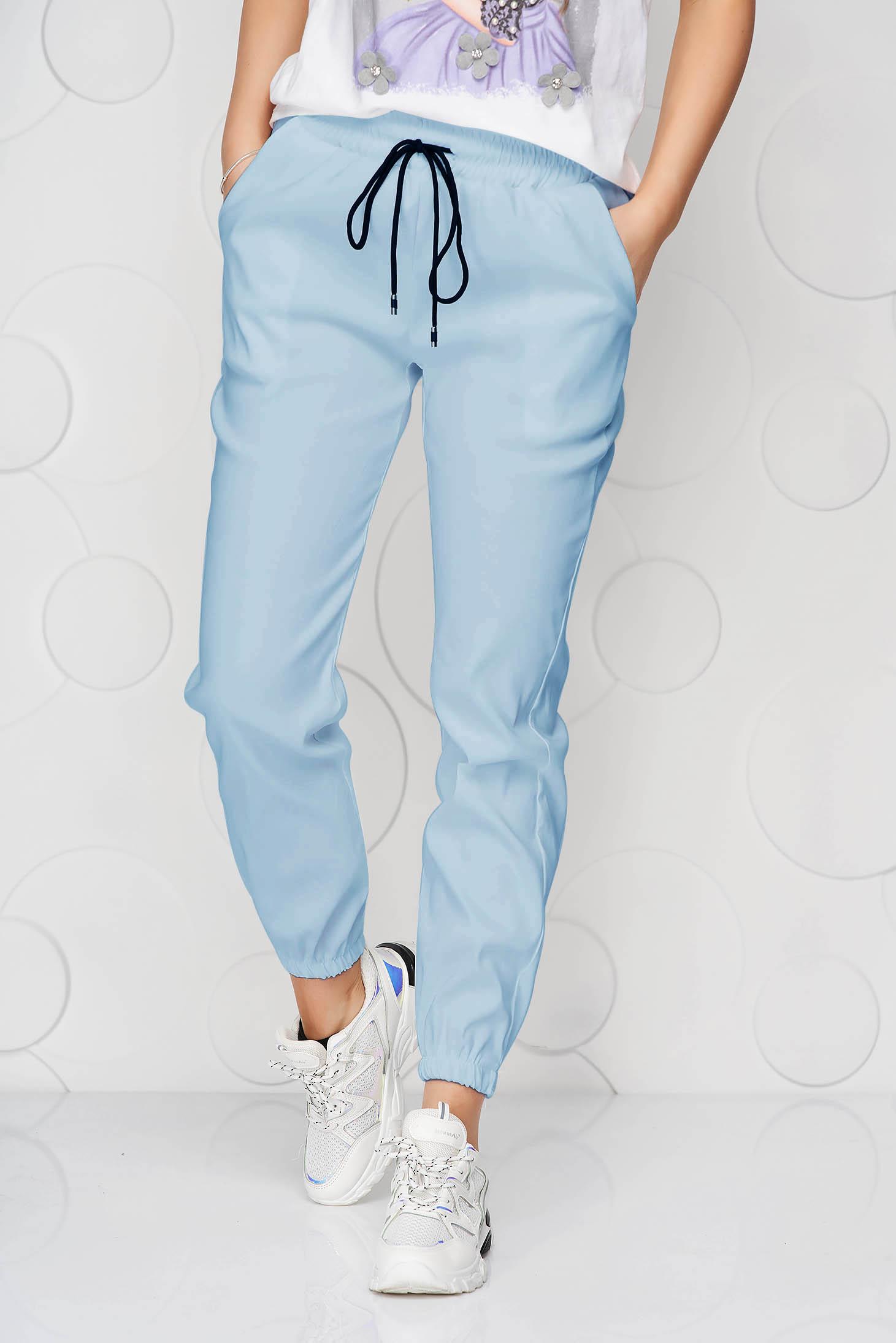 Pantaloni SunShine albastru-deschis din material subtire cu buzunare si talie medie
