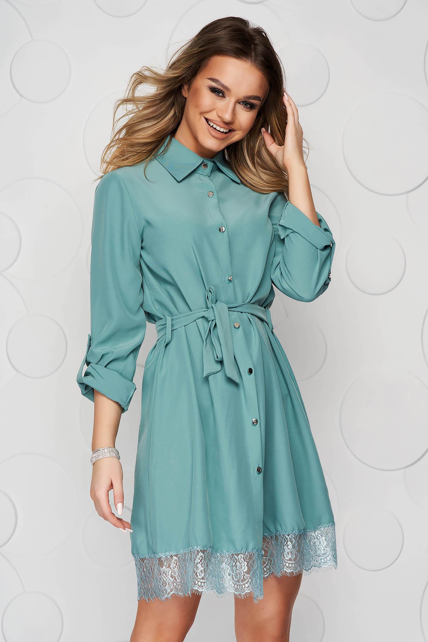 Zöld ruha csipke díszítéssel eltávolítható övvel rövid