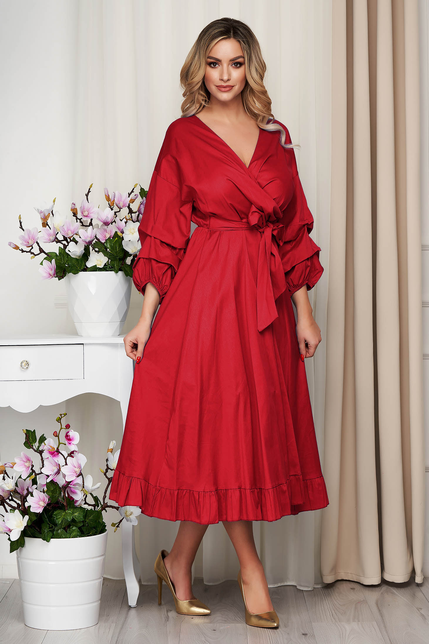 Red dress poplin, thin cotton accessorized with tied waistband cloche with elastic waist