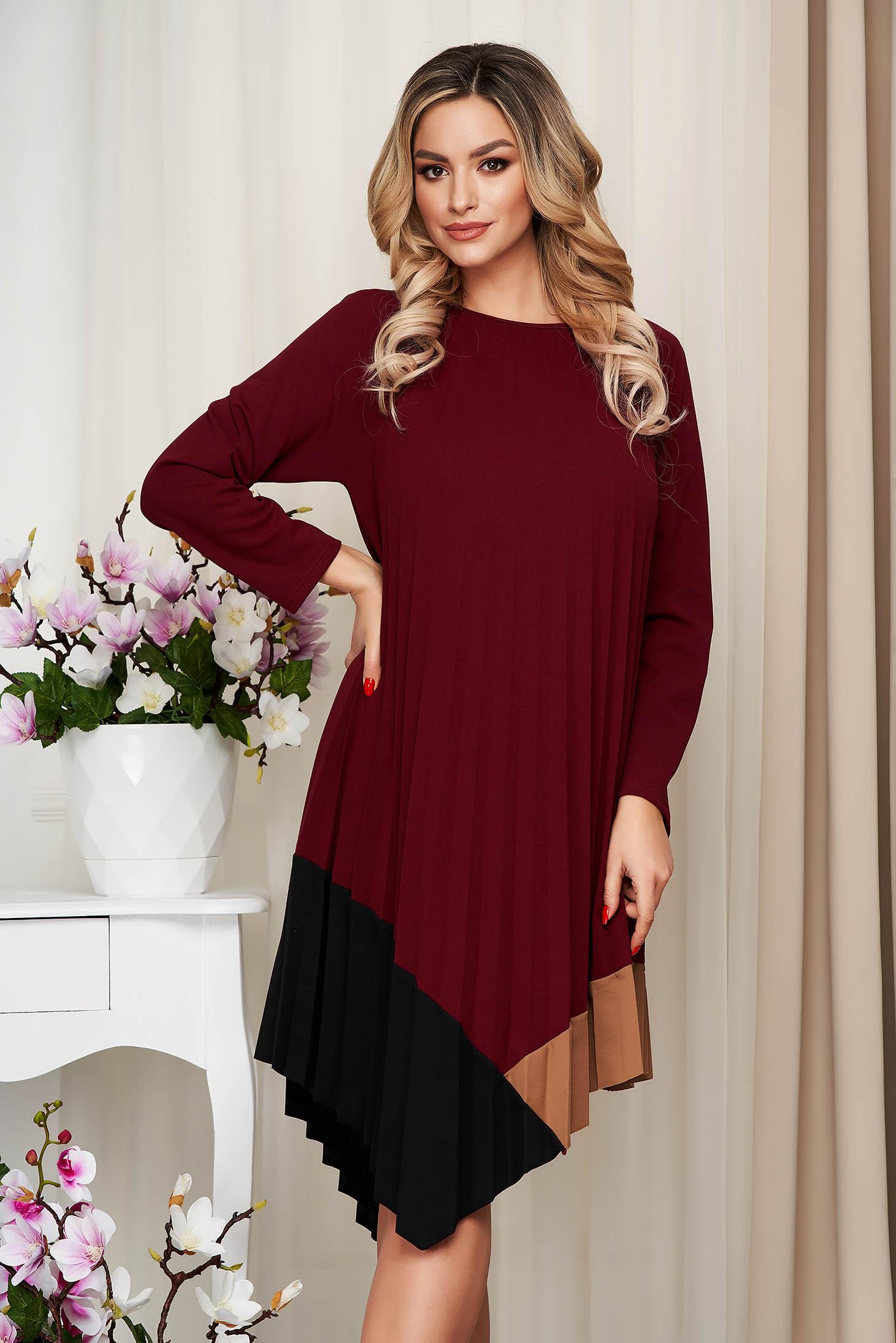 Bő szabású aszimetrikus rakott, pliszírozott burgundy ruha