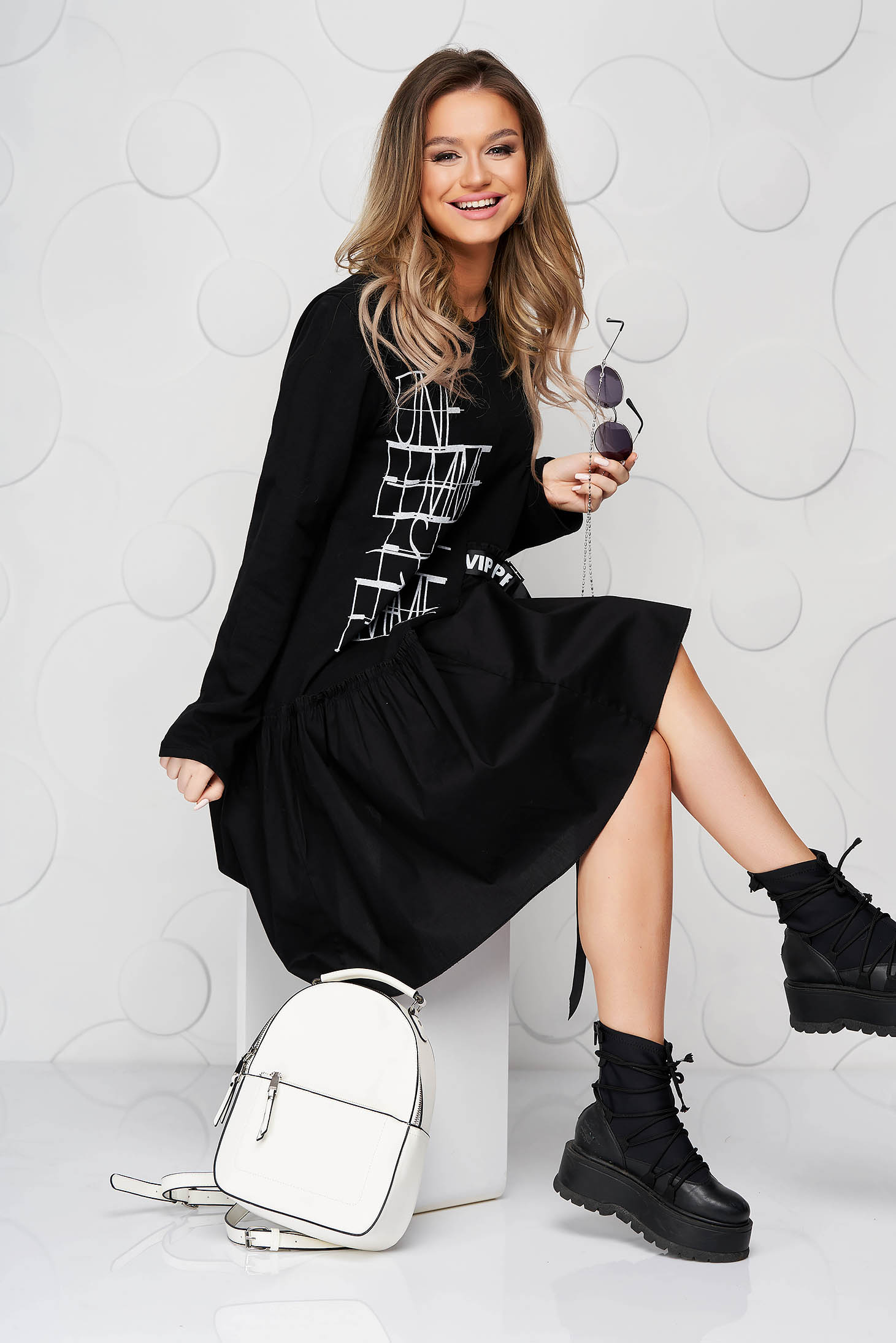 Black dress elastic cotton with ruffle details loose fit with graphic details
