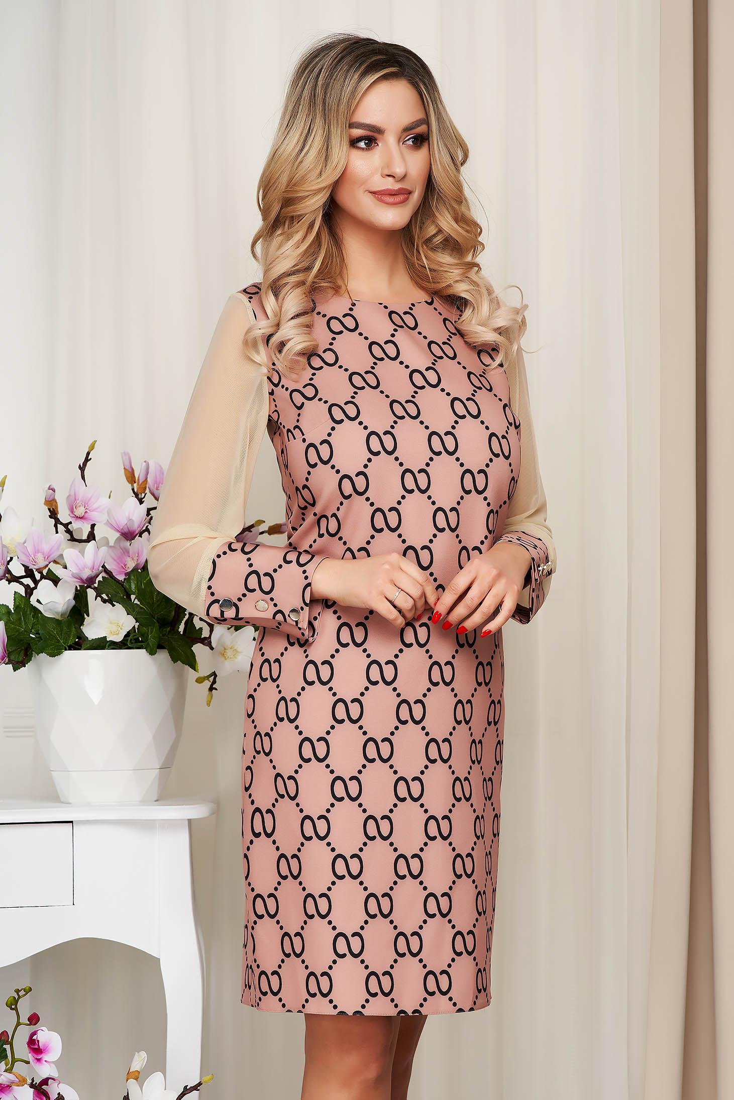 Rochie maro cu imprimeuri grafice office cu un croi drept si maneci transparente