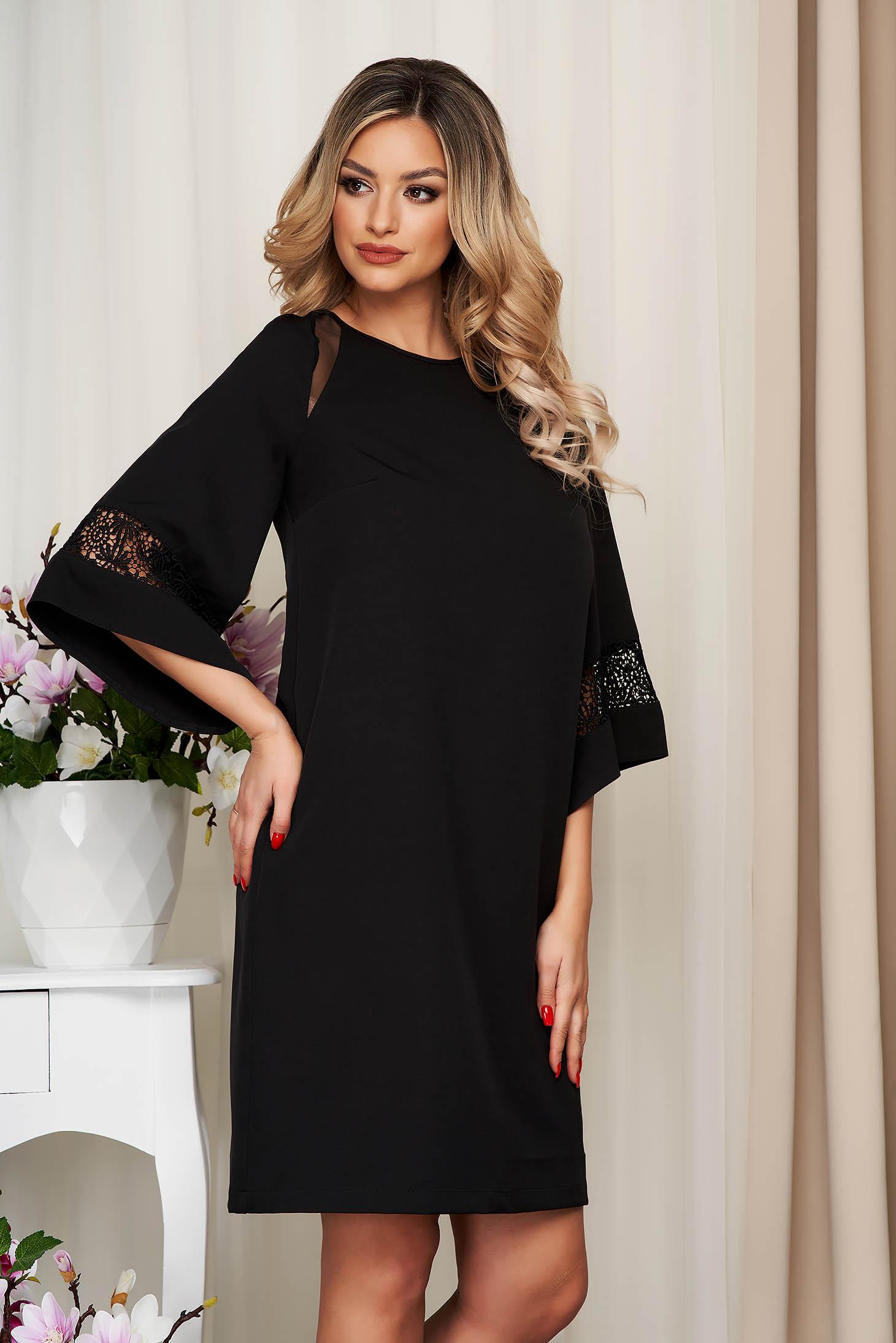 Elegáns ruha StarShinerS fekete szövetből tűl kiegészítővel csipke díszítéssel bő szabású