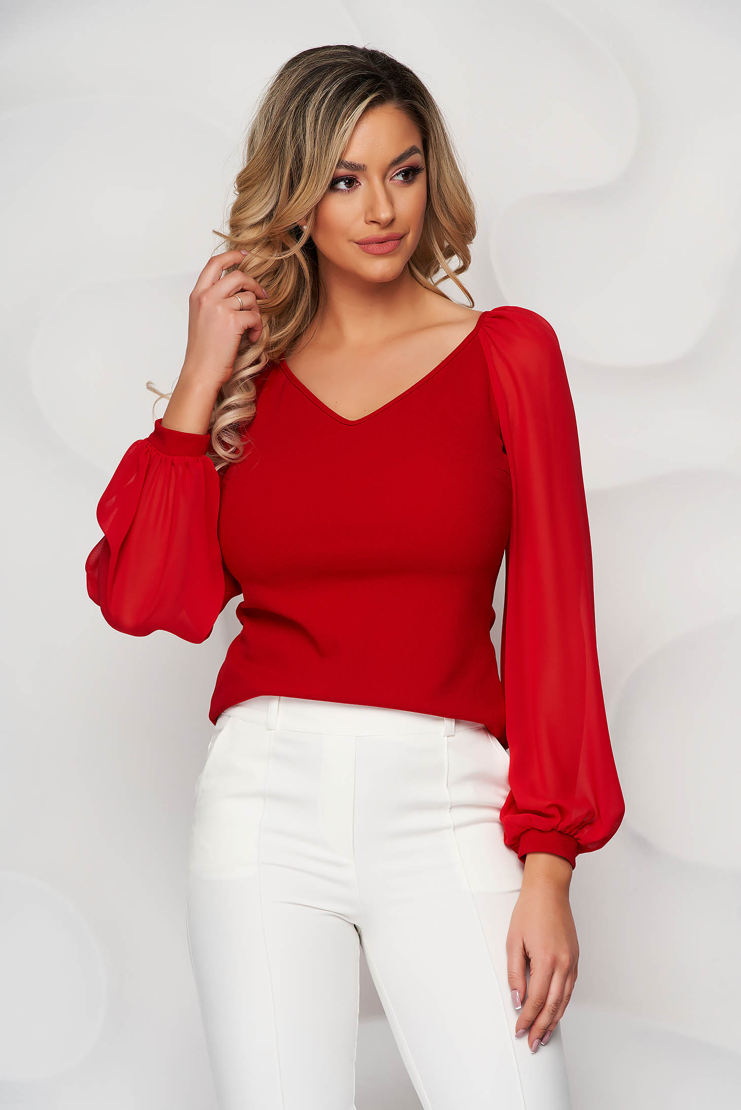 Bluza dama StarShinerS rosie eleganta cu un croi mulat cu decolteu in v si maneci transparente