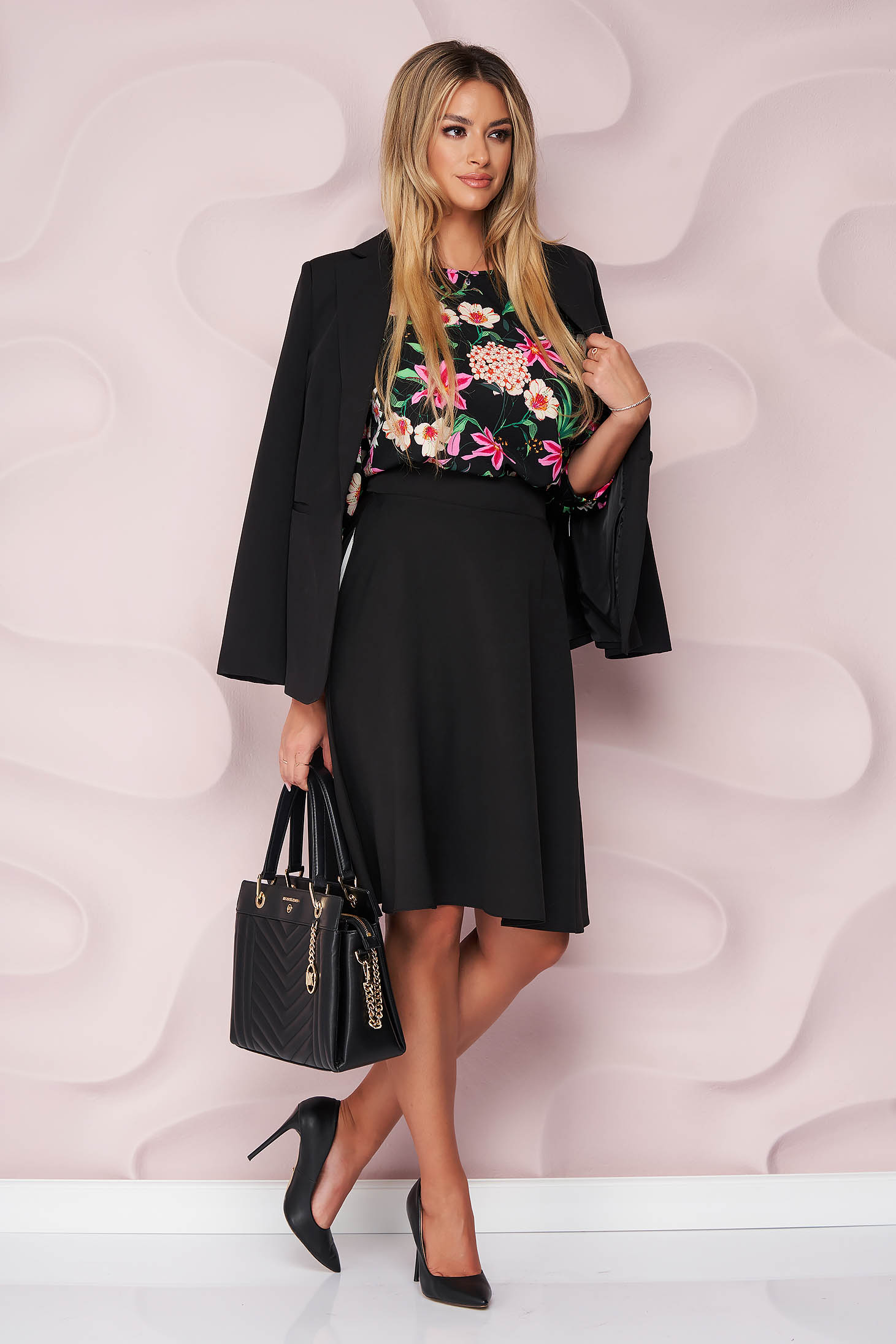 Bluza dama StarShinerS neagra office cu croi larg din material fluid si neelastic cu imprimeu floral