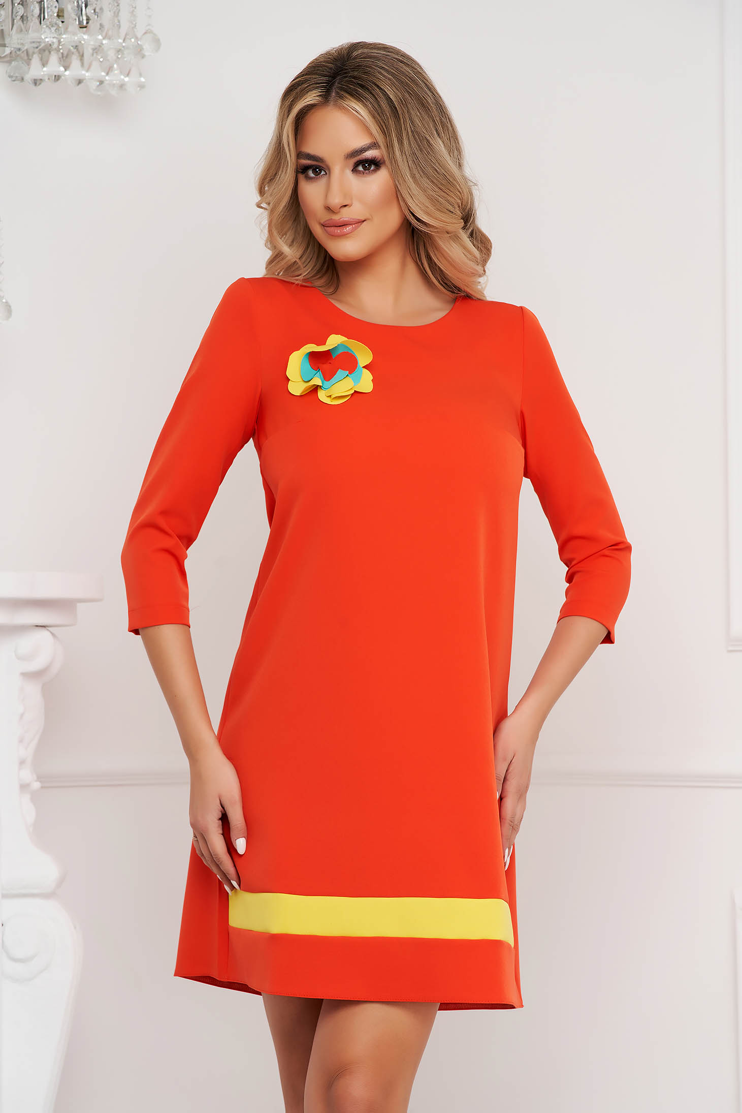 StarShinerS loose fit orange nonelastic fabric dress accessorized with breastpin