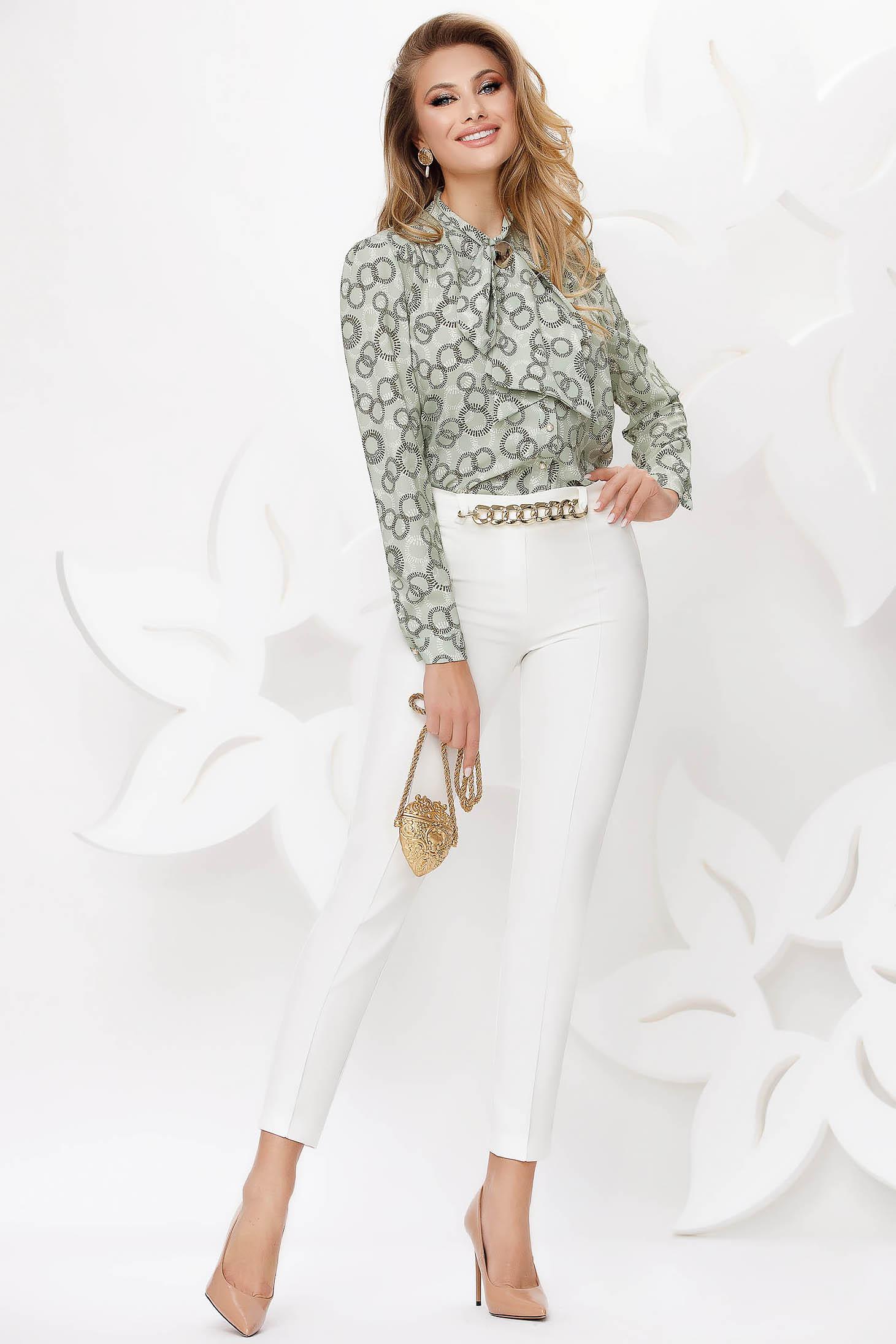 Pantaloni Fofy albi office conici accesorizati cu lant metalic
