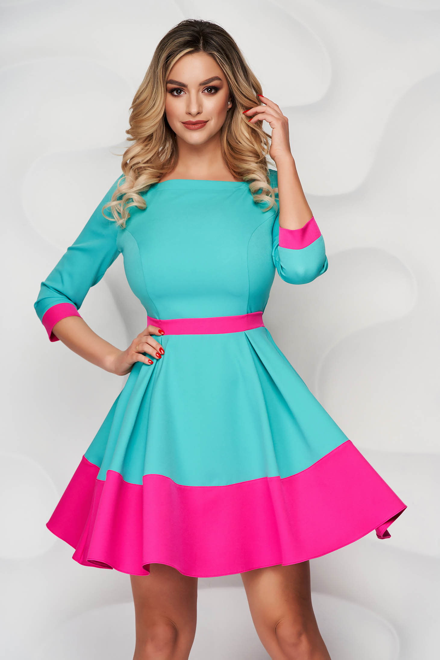StarShinerS green short cut cloth dress with 3/4 sleeves